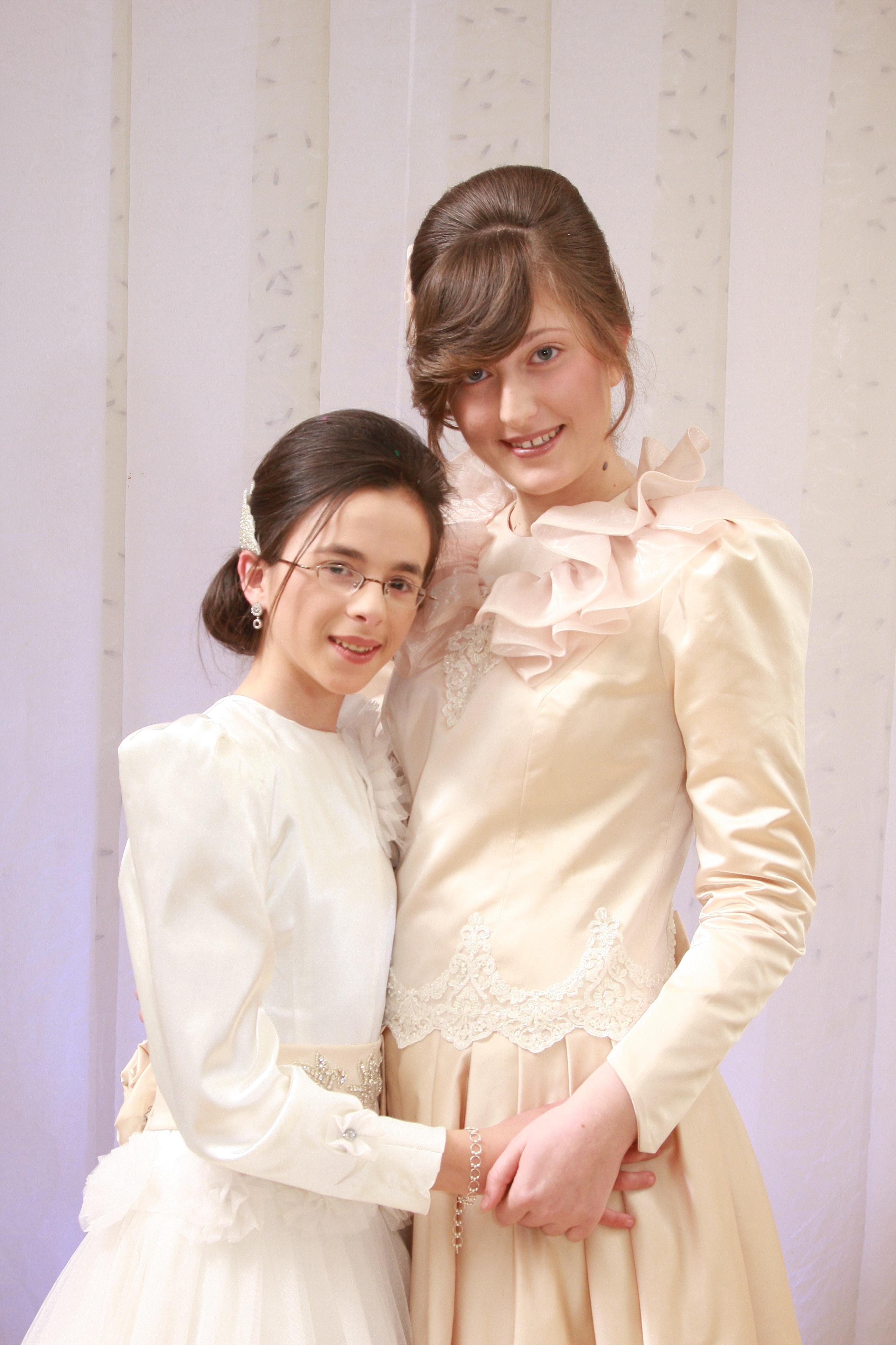 c307c515de39 mennesker kvinde fotografering fest romantik tøj bryllup bryllupskjole brud  Brudgom ægteskab smilende ansigt ceremoni kjole fotografi