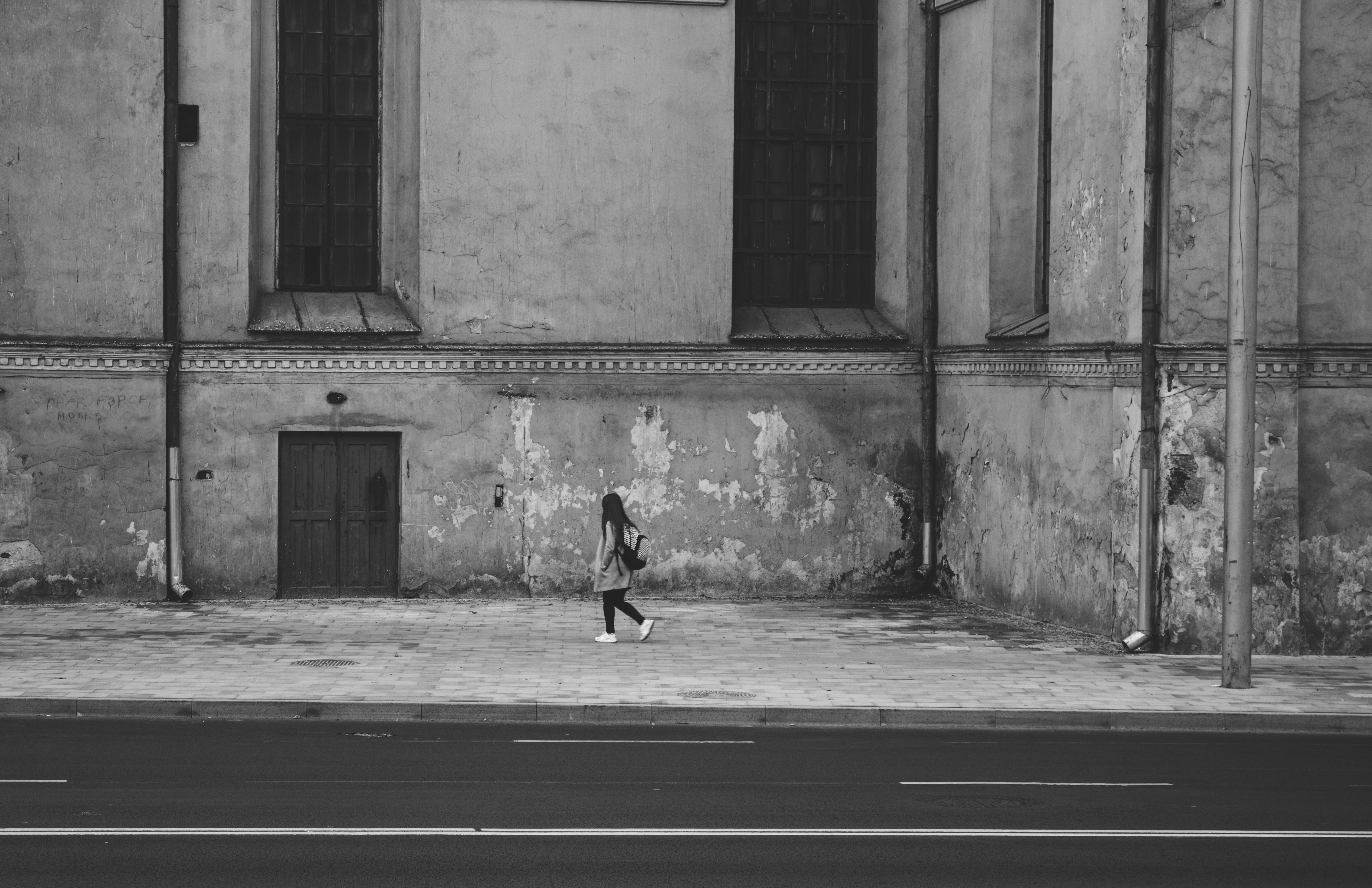 пе, картинка серая стена на улице одна самых