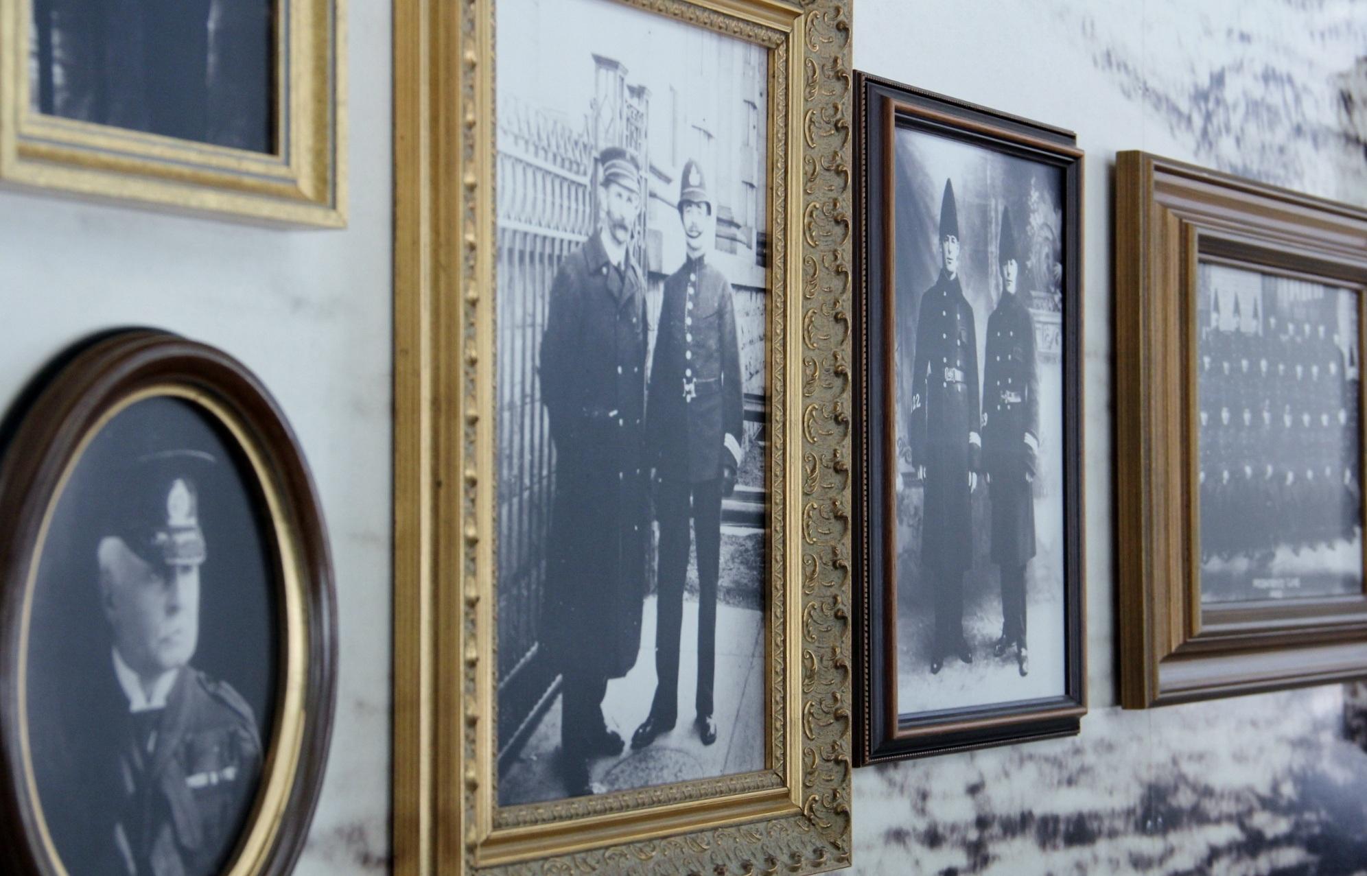 Fotos gratis : persona, en blanco y negro, gente, antiguo, Retro ...
