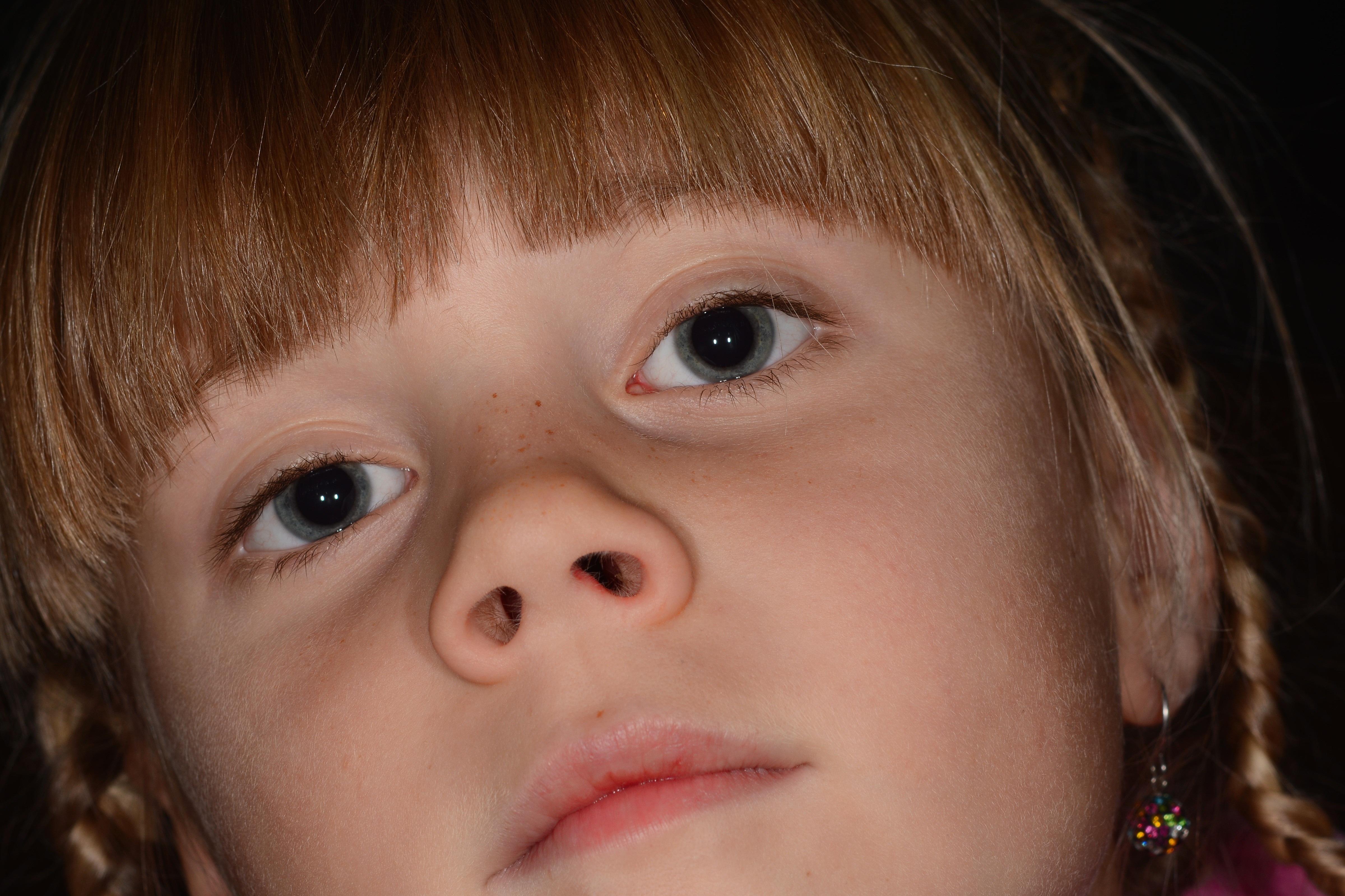 Фото на аву с рисунками на лице