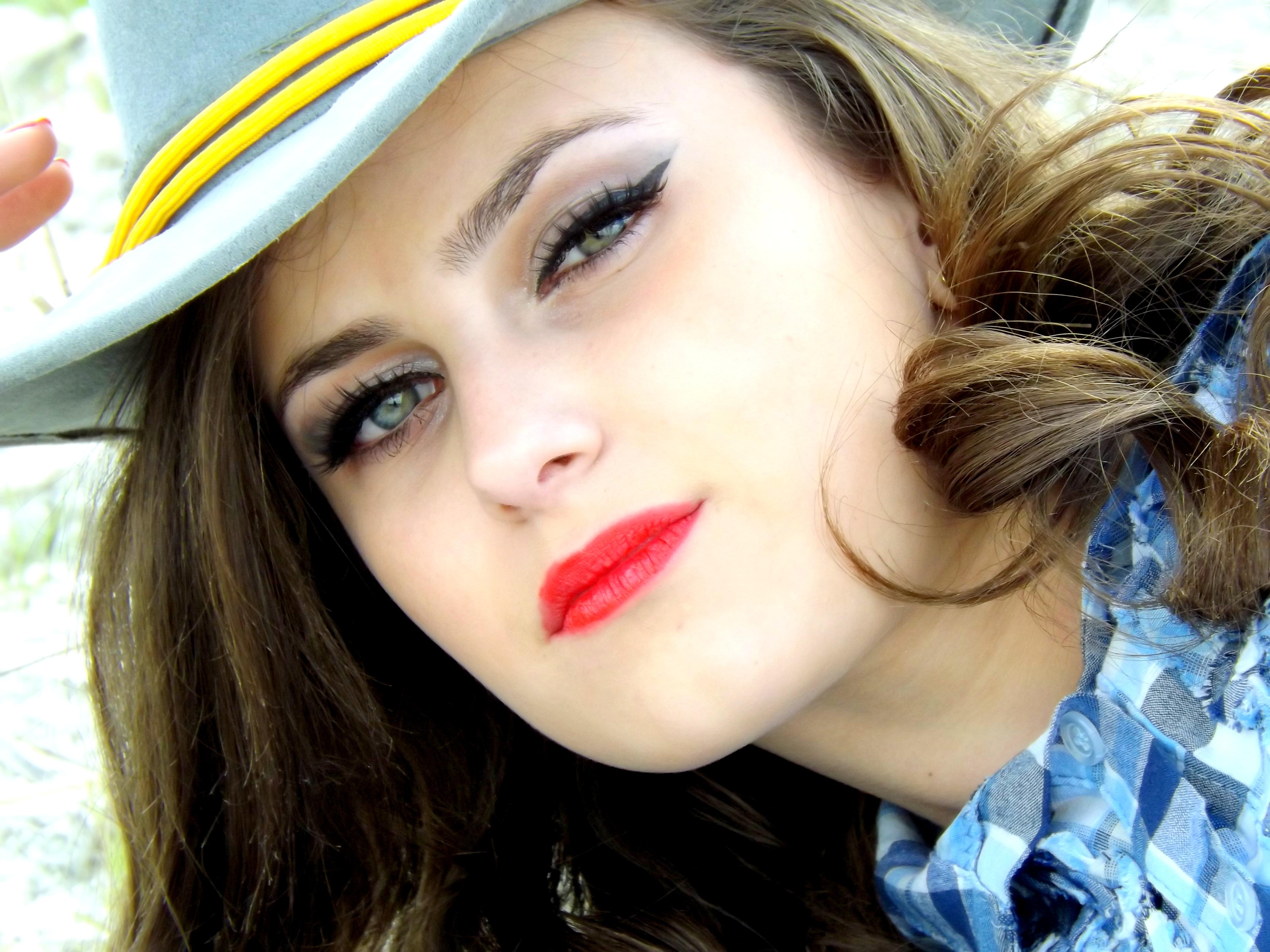 Gambar orang gadis model musim semi mode biru wanita mainan cowgirl bibir hairstyle tersenyum rambut panjang merapatkan tubuh manusia