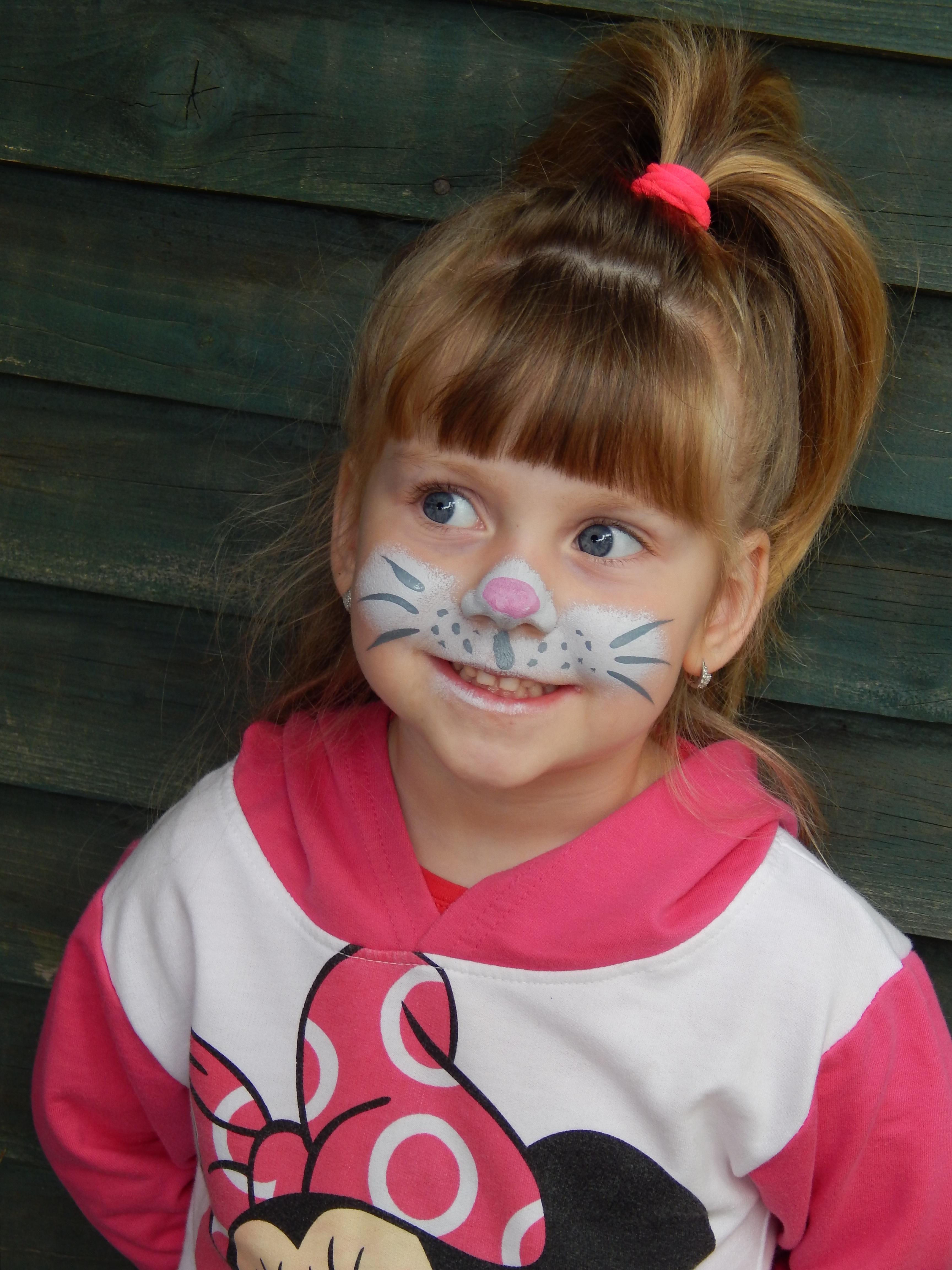persona nia cabello retrato rojo gato nio ropa rosado expresin facial peinado sonrer cara divertido infantil