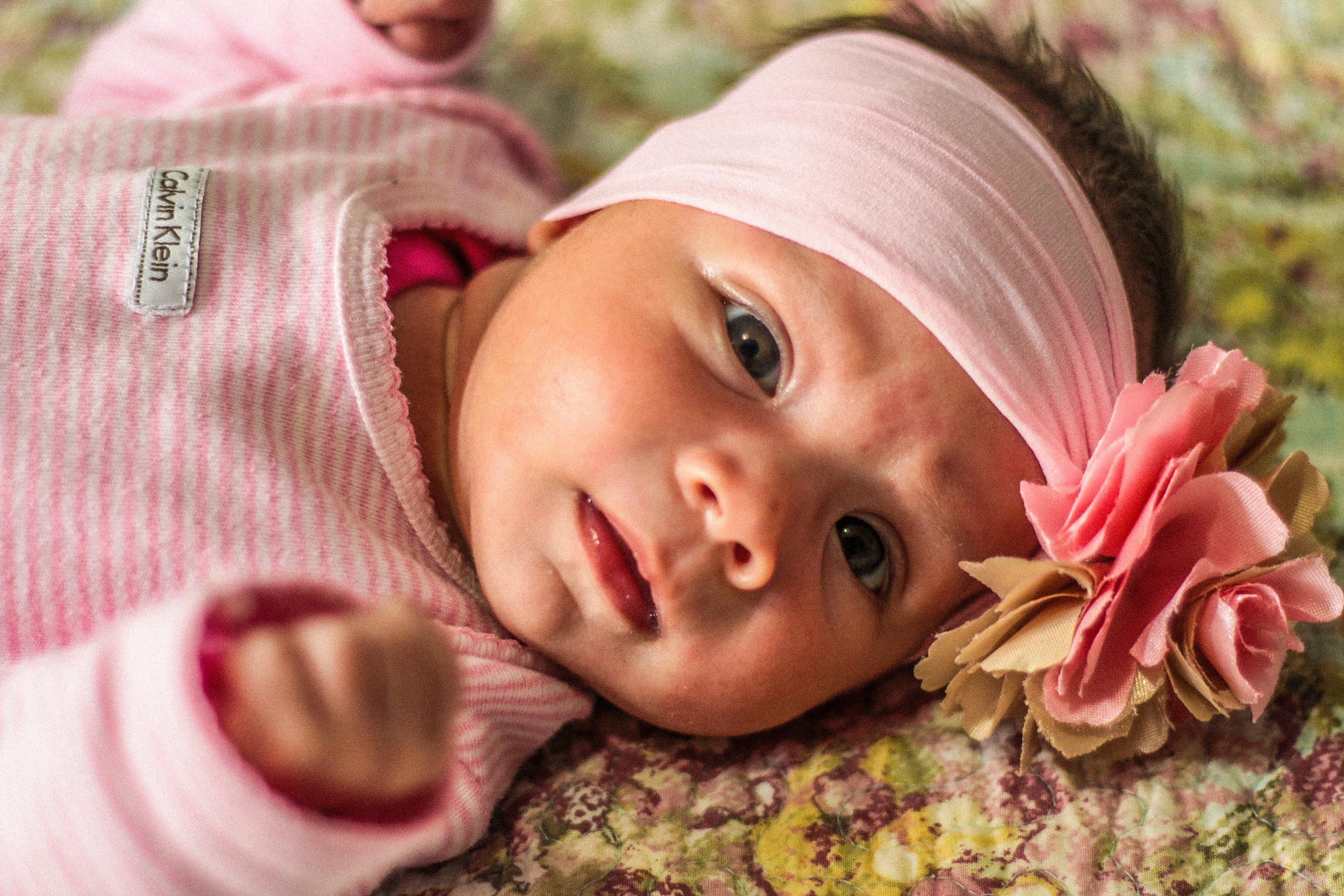 la personne fille la photographie jouer portrait enfant rose Expression  faciale bébé bambin œil peau émotion fe6029b20f4