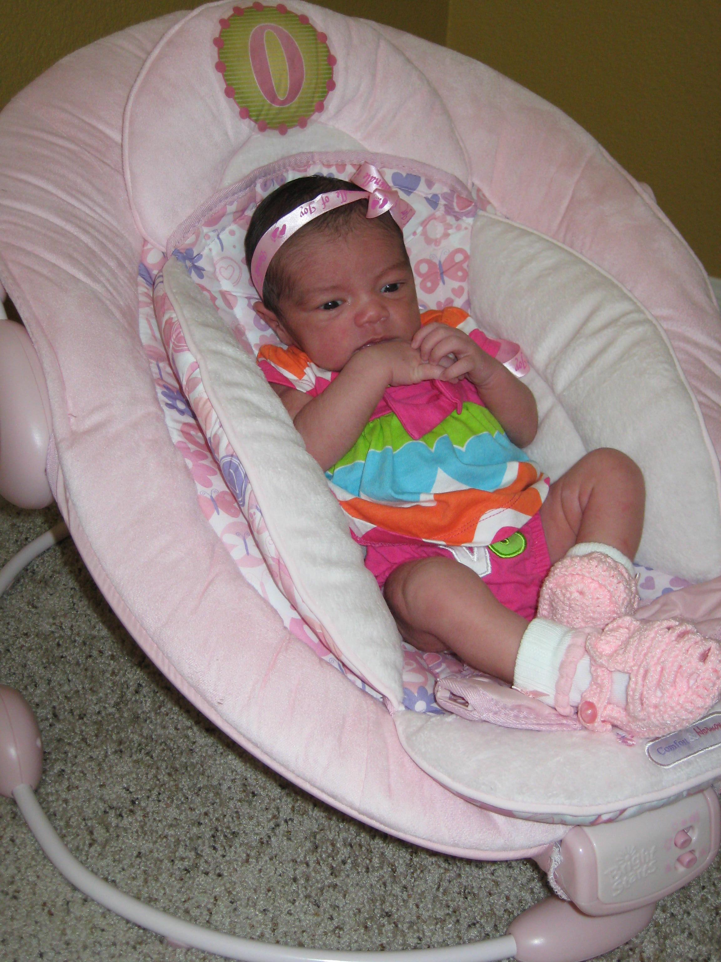 Fotos gratis : persona, niña, jugar, niño, mueble, rosado, bebé ...