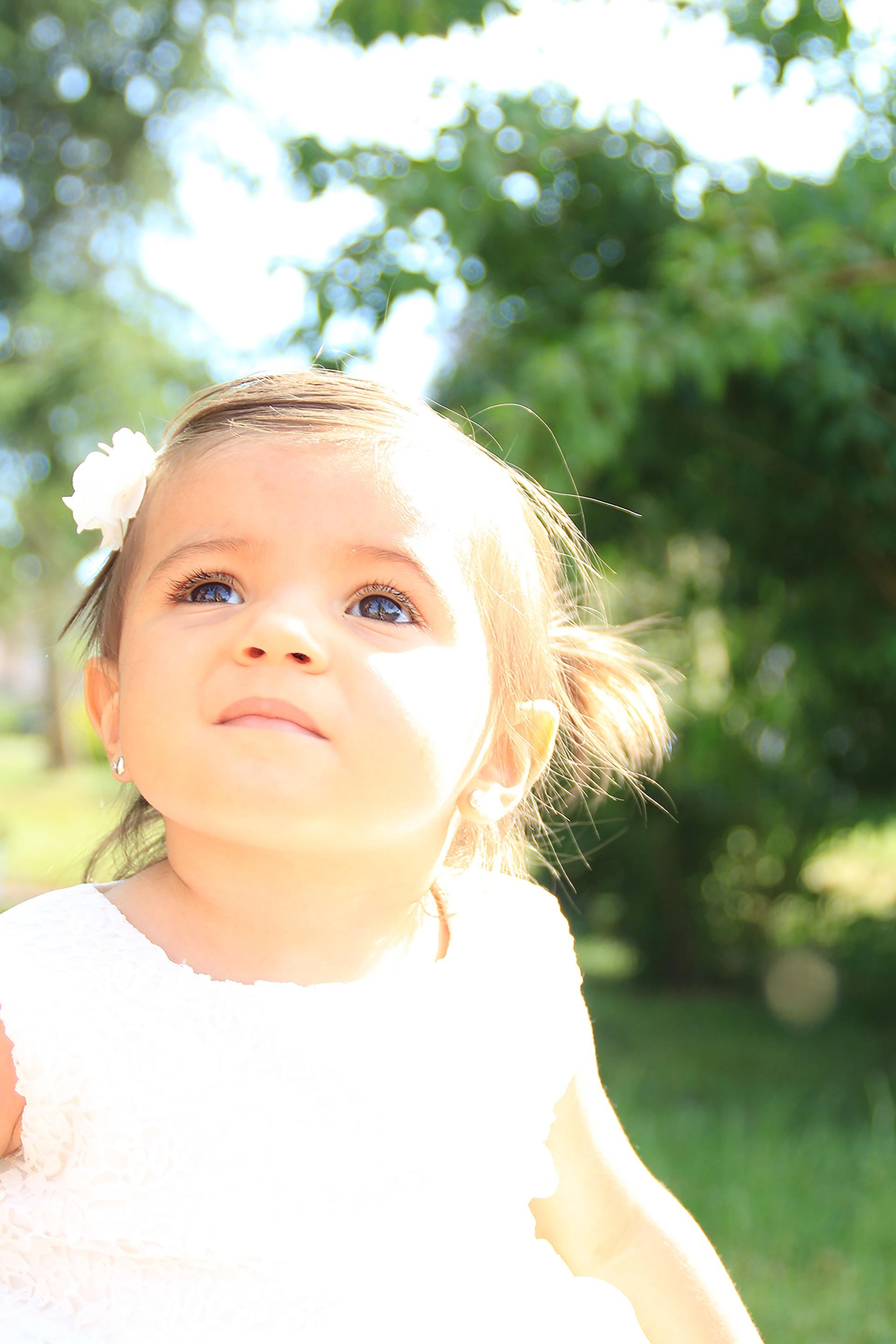 a18fe0e42dfa person pige sol kvinde hår hvid fotografering blomst portræt frisk barn  ansigtsudtryk smil ansigt Engel ceremoni