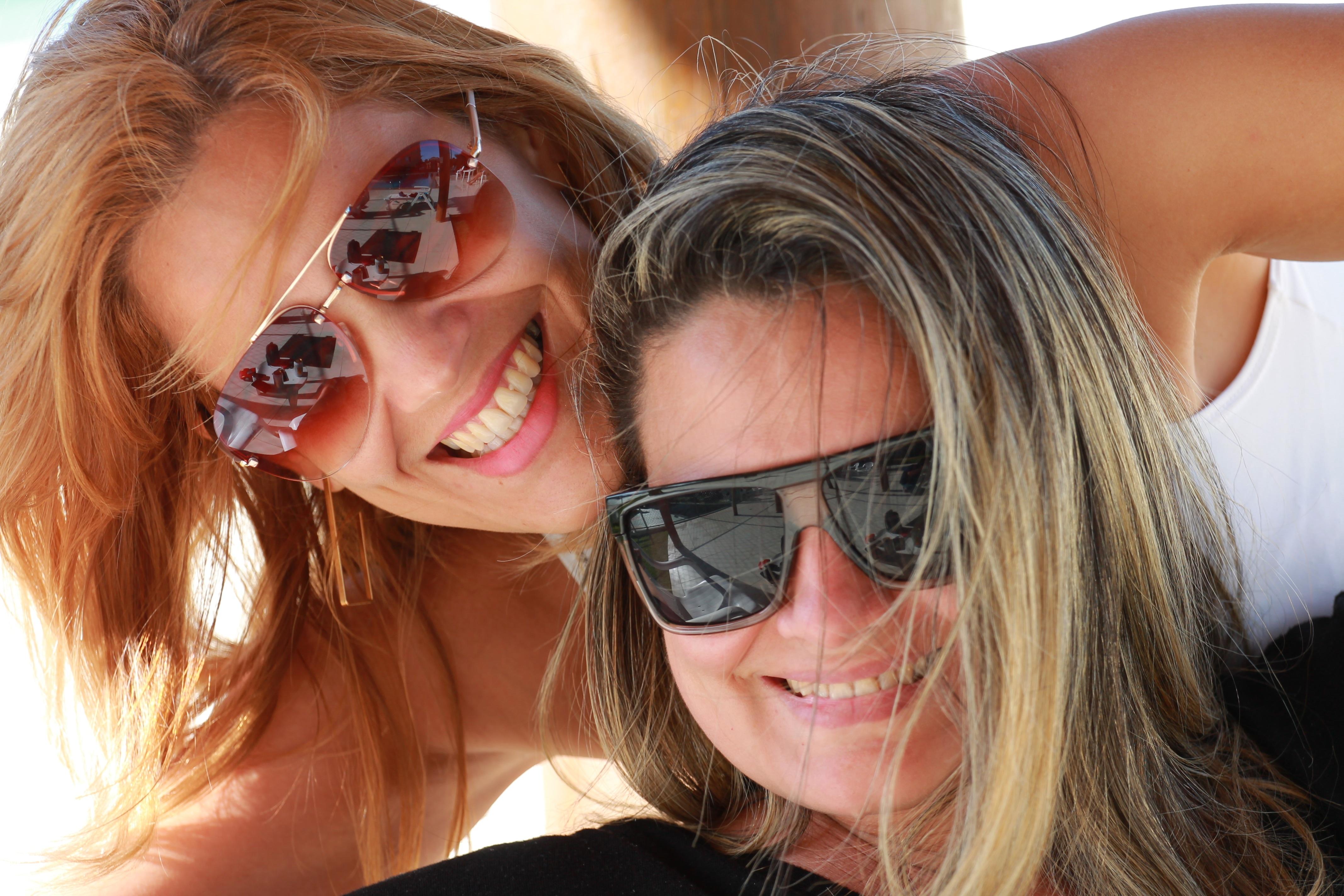 Braune haare selfie hübsche frau Hübsche Jungs