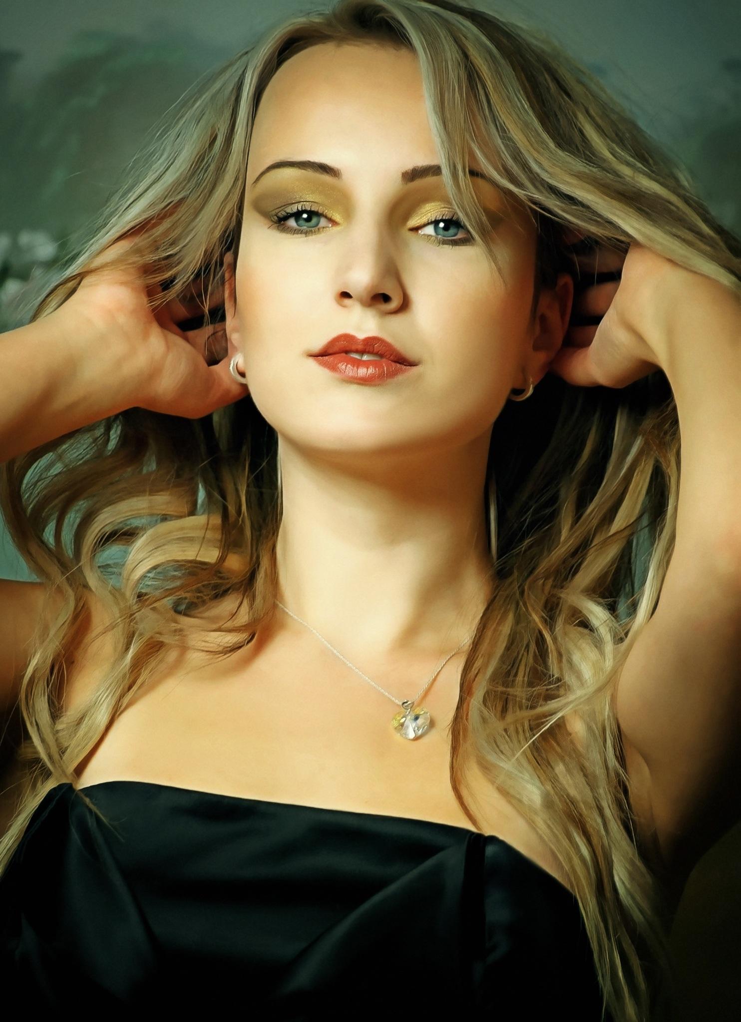 fotos gratis persona nia mujer cabello fotografa cadena modelo moda dama rubia peinado pelo largo cabello negro cara ojos figura ojo