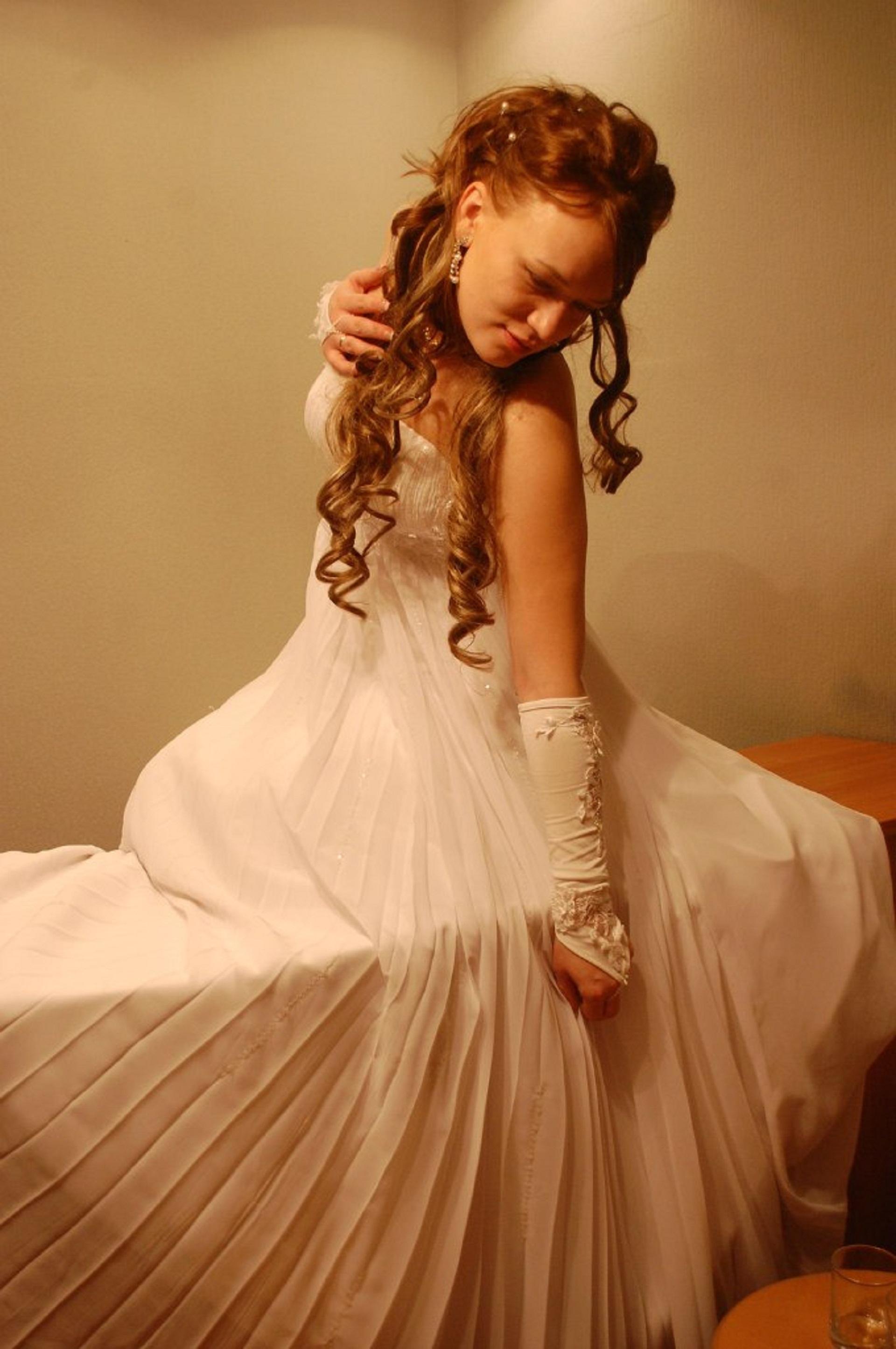 5fd911ac426 ... brudepige kjole, brude tøj 1920x2891. person pige kvinde model forår  barn mode tøj bryllup bryllupskjole brud hvid kjole kjole lykke skønhed