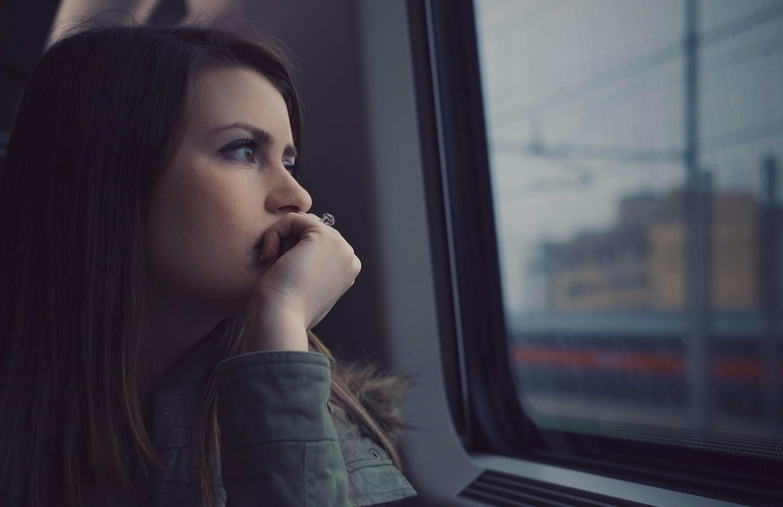 Картинки грустно девочка