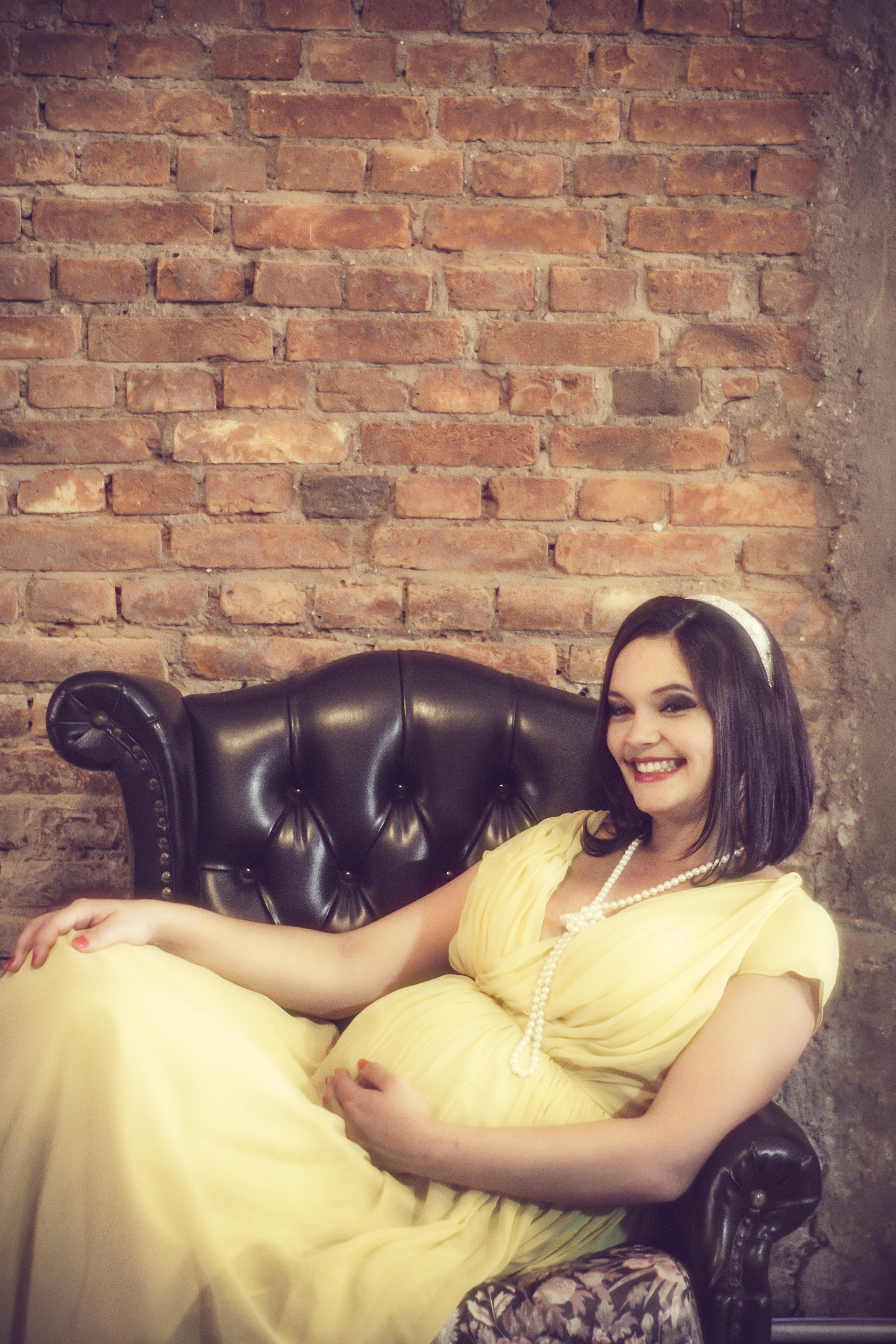 91f023d1ec1 Gratis billeder : person, pige, fotografering, årgang, retro, tid, ben,  venter, portræt, model, siddende, mor, graviditet, familie, lykke,  fotografi, bug, ...