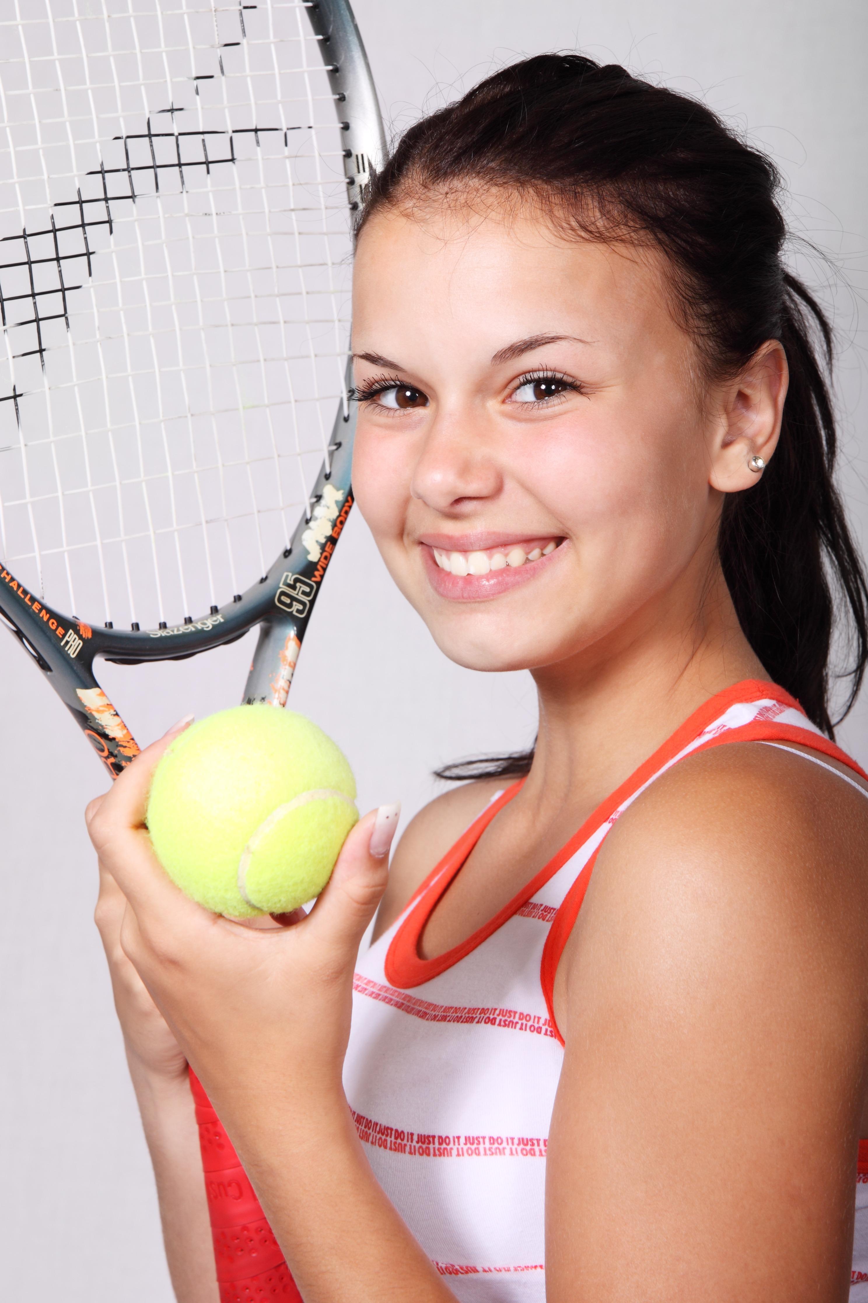f6e130d599 persona niña mujer deporte hembra tenis pelota hermosa bonita atleta  raqueta Pelota de tenis raqueta de