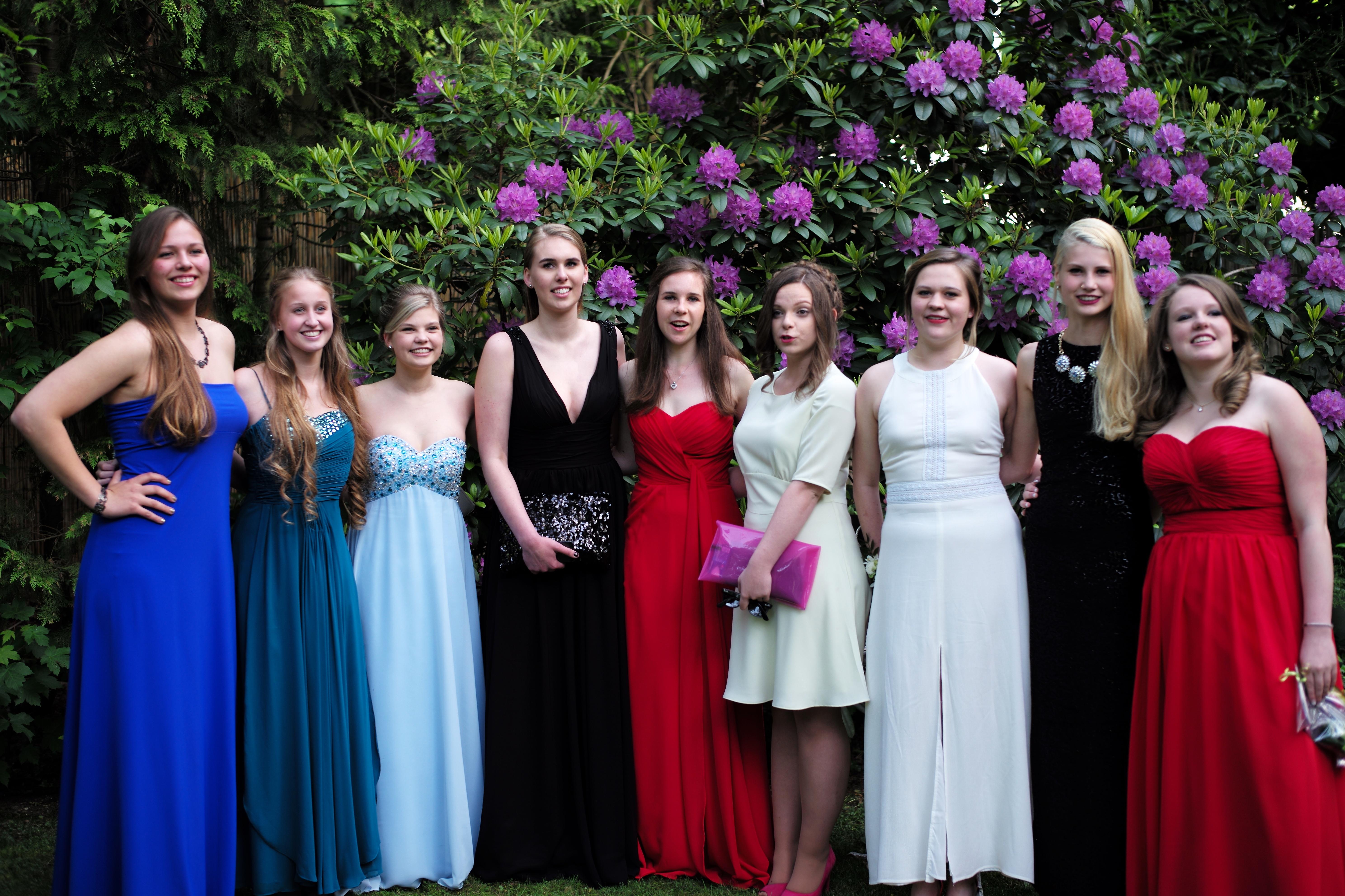 Kostenlose foto : Person, Gruppe, Frau, Europa, Porträt, Frühling ...