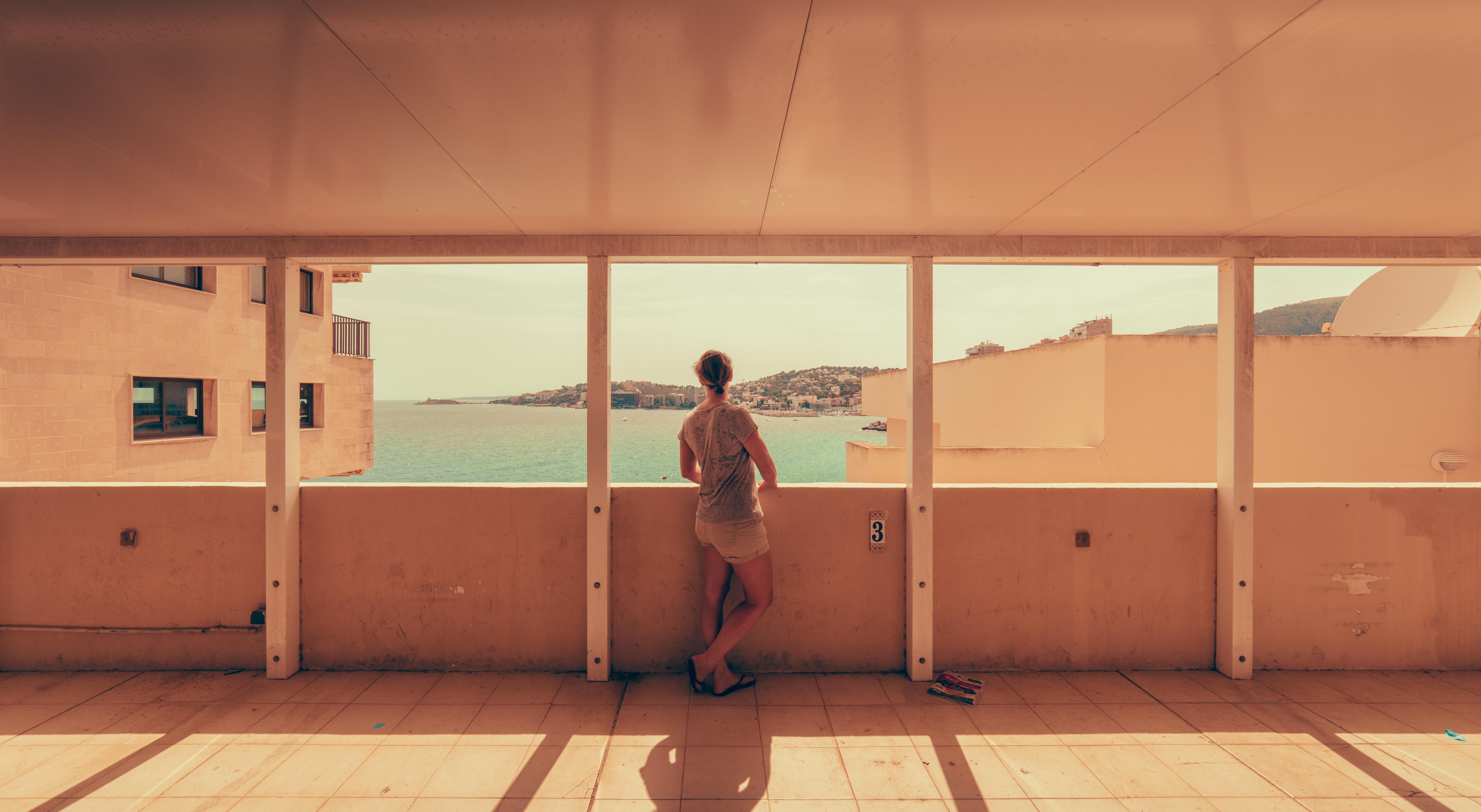 Kostenlose foto : Person, Licht, die Architektur, Frau, Haus, Stock ...