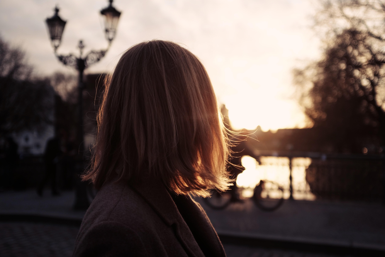 Красивые картинки на закате с короткими волосами