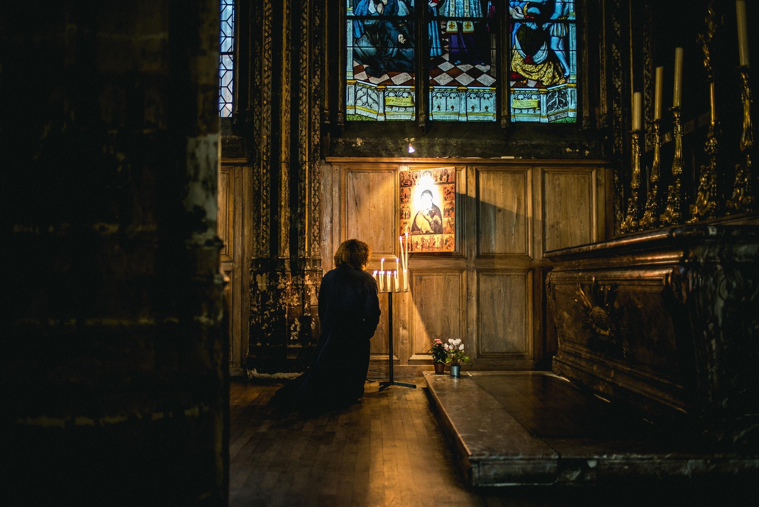 church offering prayers - HD2500×1670