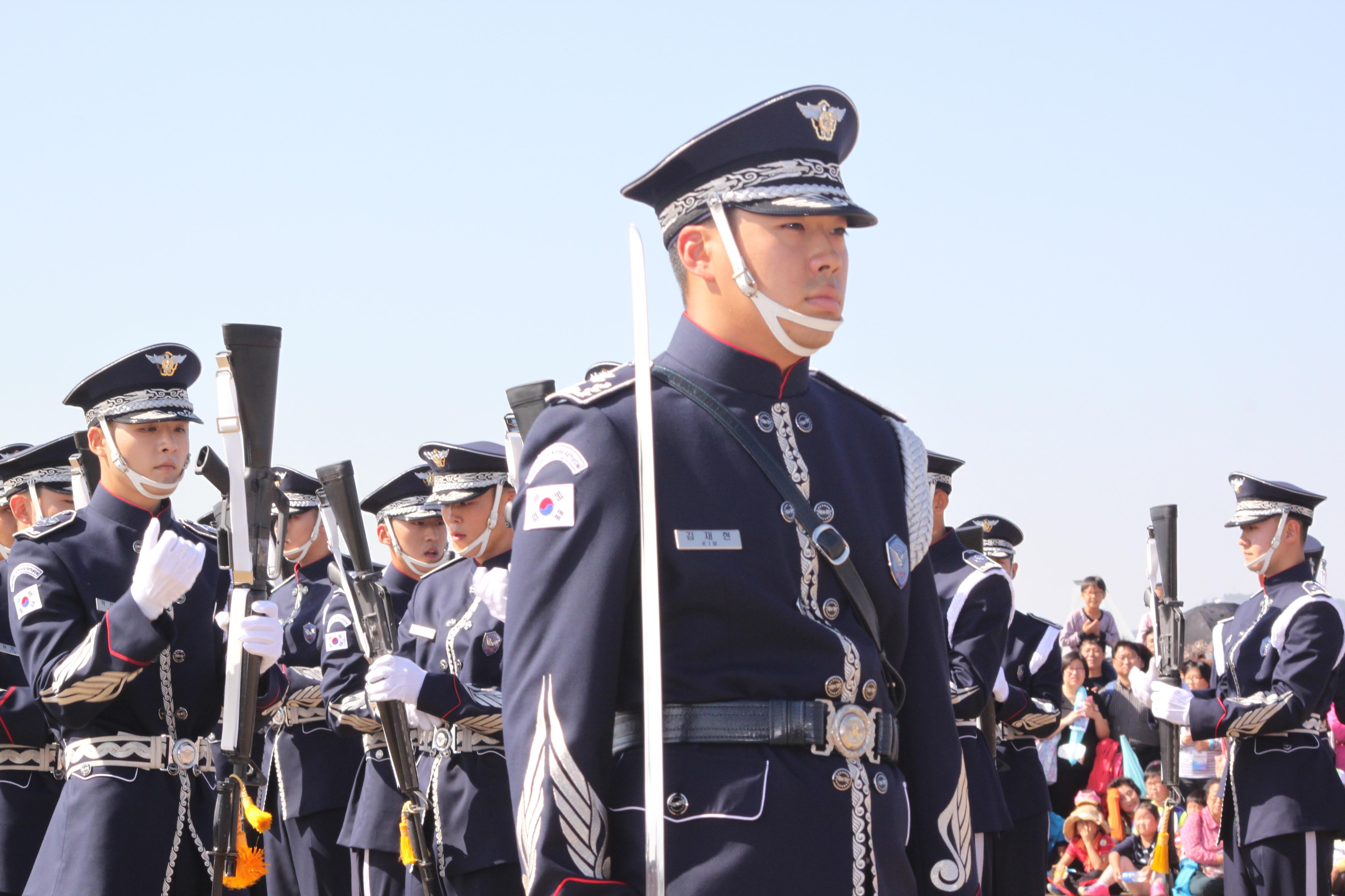 hình ảnh : người, quân đội, lính, chuyên nghiệp, đồng phục, Diễu hành, Hàn Quốc, không quân, Sĩ quan quân đội, Người quân đội, Chương trình súng 4752x3168