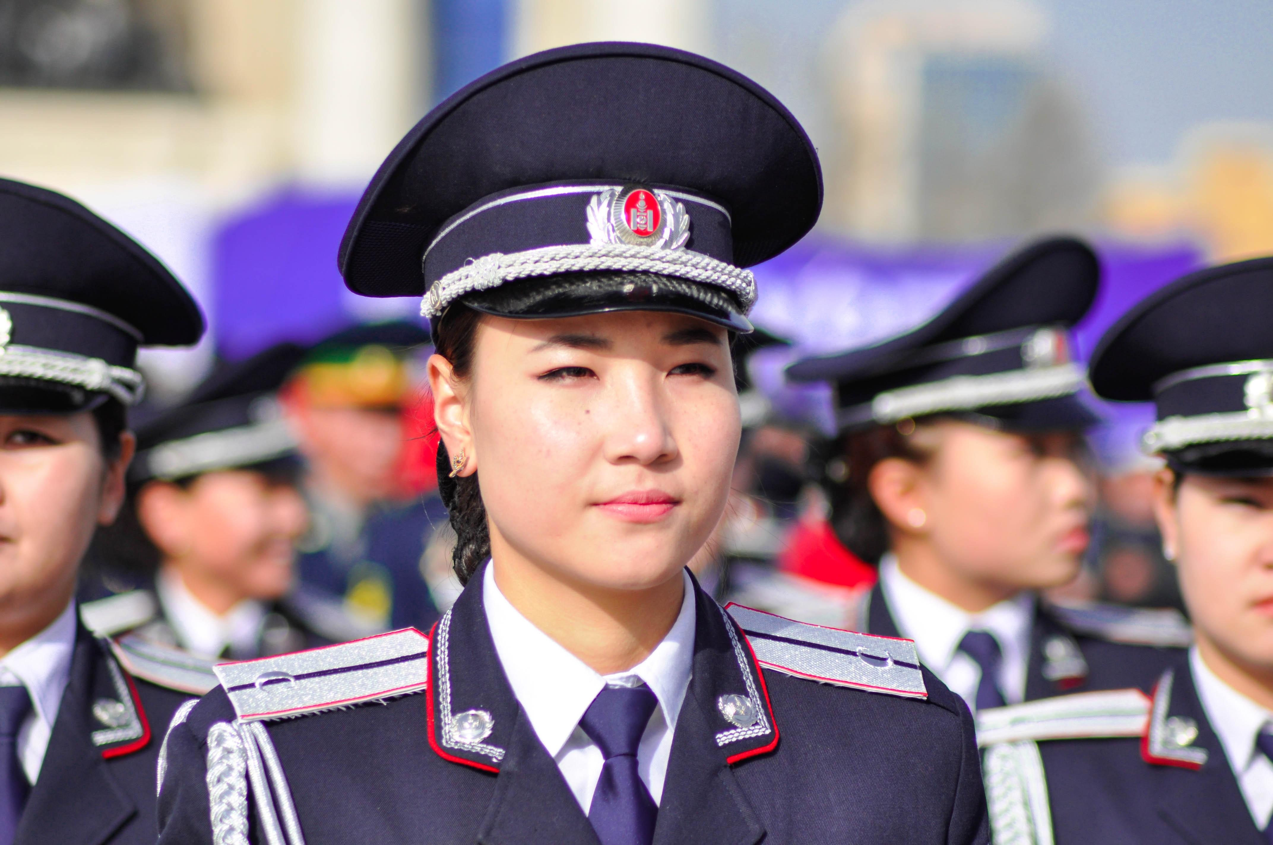 c8f7c8ce person militær ung hær yrke parade kvinner politiet uniform soldater spesiell  damer mongolia offiser offisielt marching