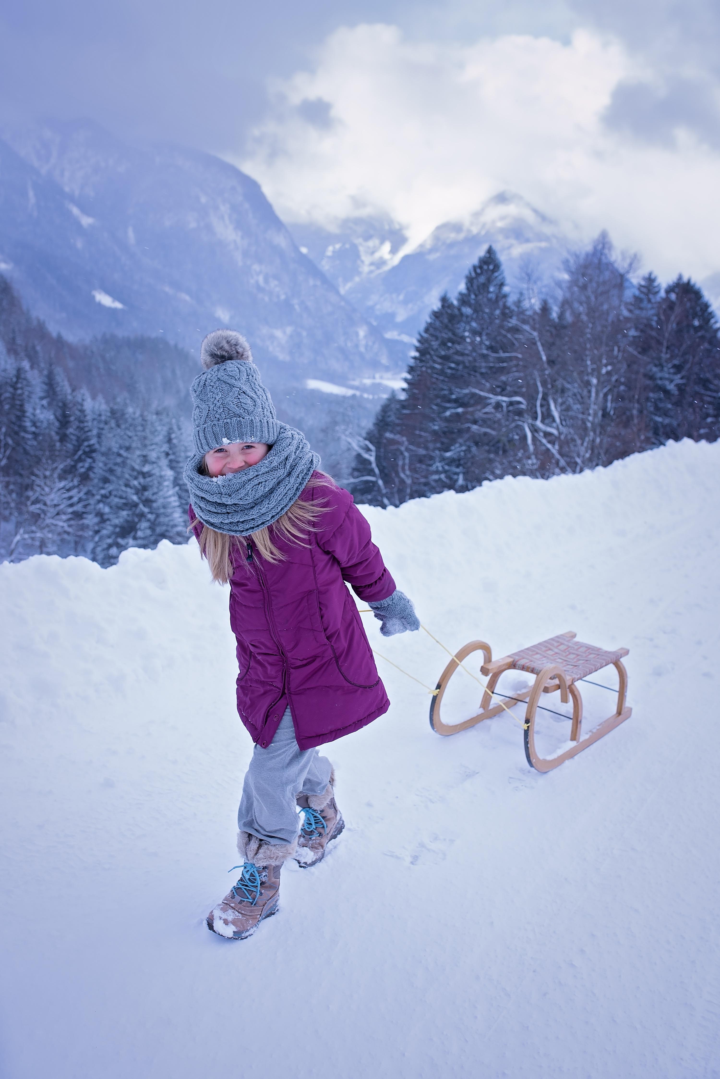 images gratuites la personne montagne neige du froid hiver fille cha ne de montagnes. Black Bedroom Furniture Sets. Home Design Ideas