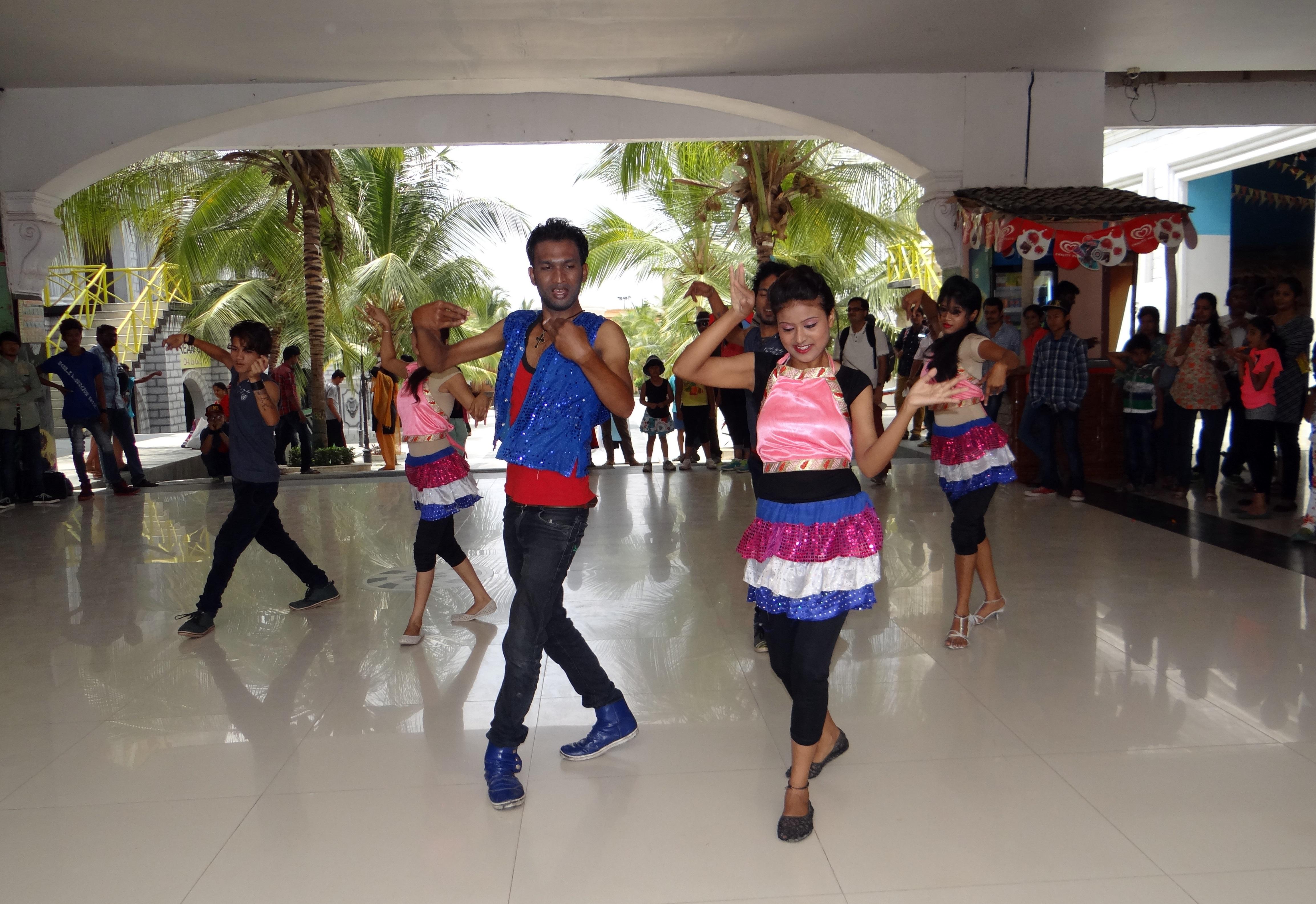 Images gratuites la personne la musique public danse for Musique barre danse classique gratuite
