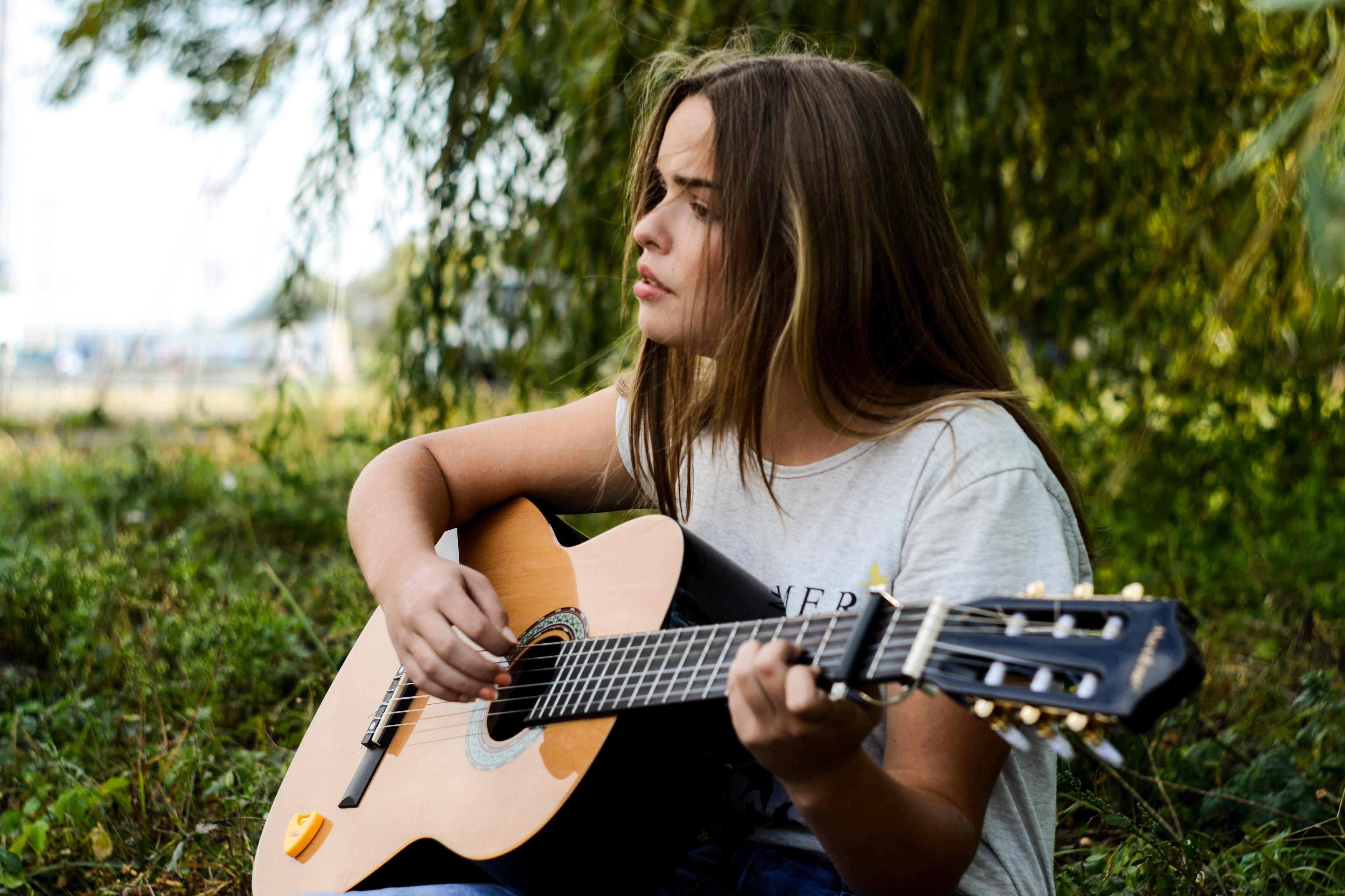фото людей с гитарой смысла наносить