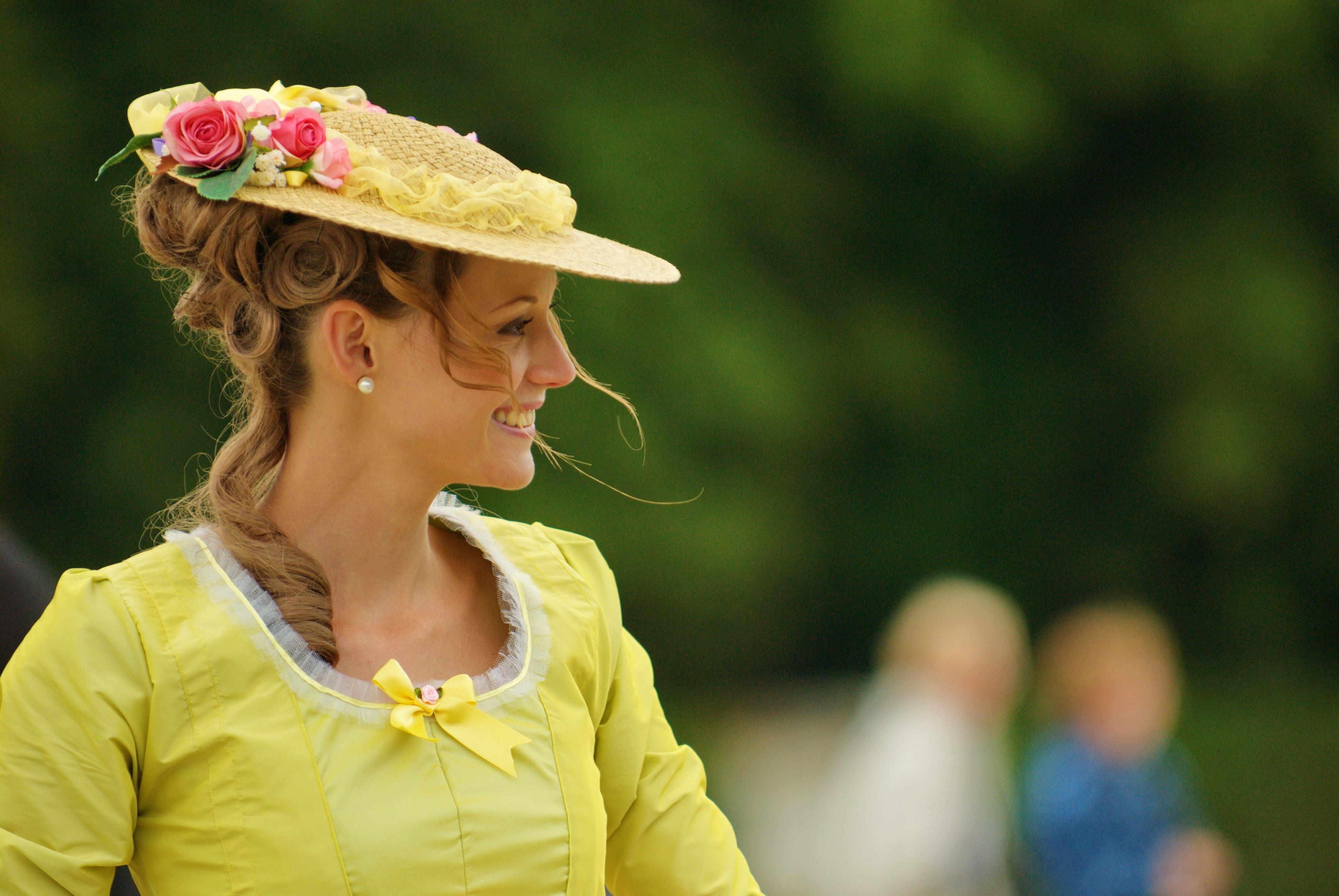 d3f7687af ... sombrero, amarillo, dama, temporada, sonreír, cara, vestir, bonita,  Encantado, guapo, feminidad, elegancia, sensual, Sesión de fotos, mujer  atractiva, ...