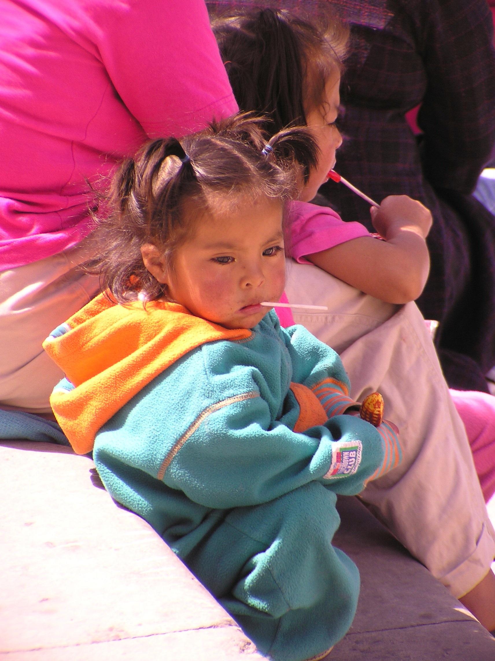 98f0e06ea85c4 pessoa pessoas menina Toque Primavera cor sentado criança colorida México  infantil Criança cultura traje mexicano cultural