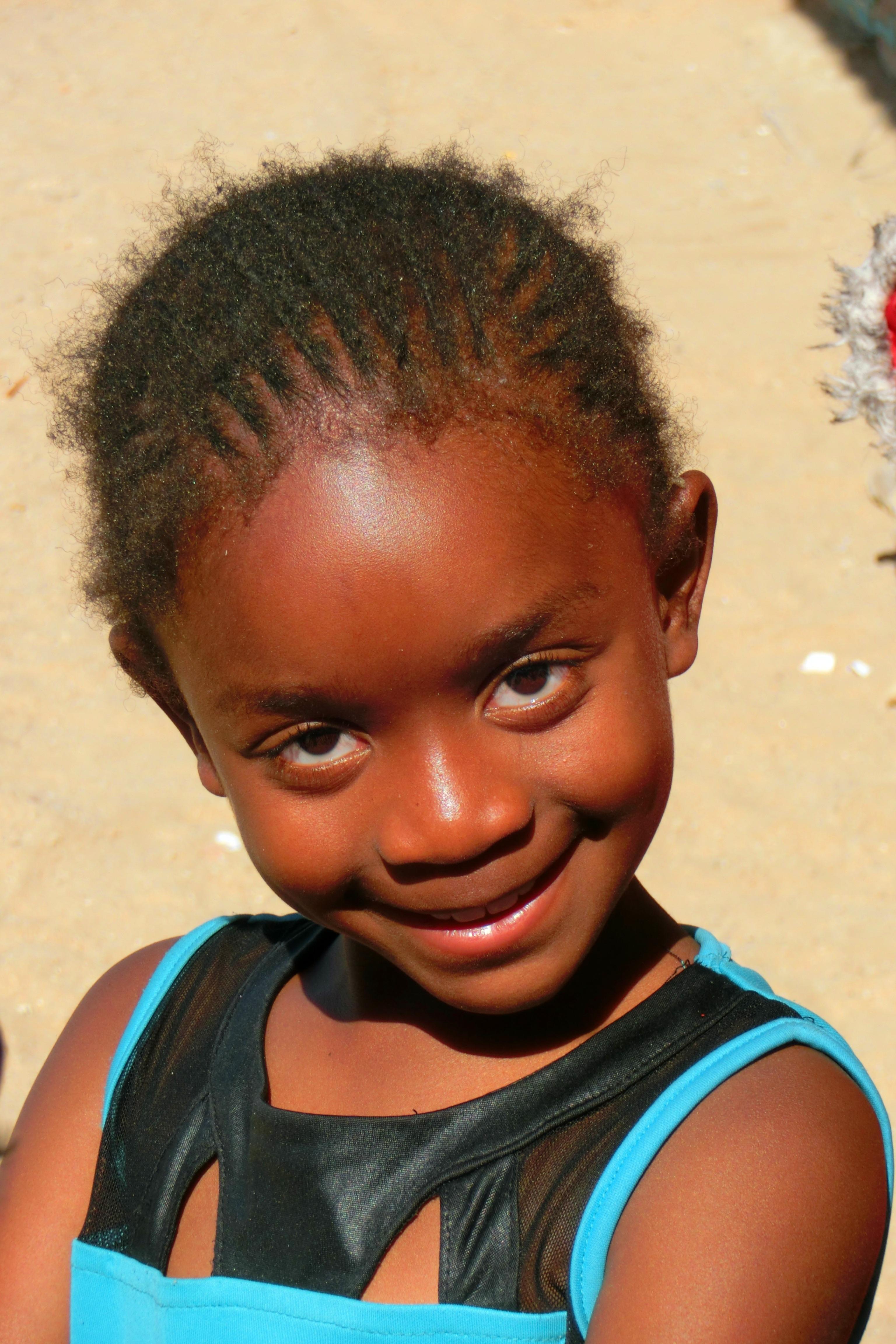 图片素材 人 头发 男孩 肖像 颜色 非洲 儿童 表情 发型 微笑 部落 面对 寺庙