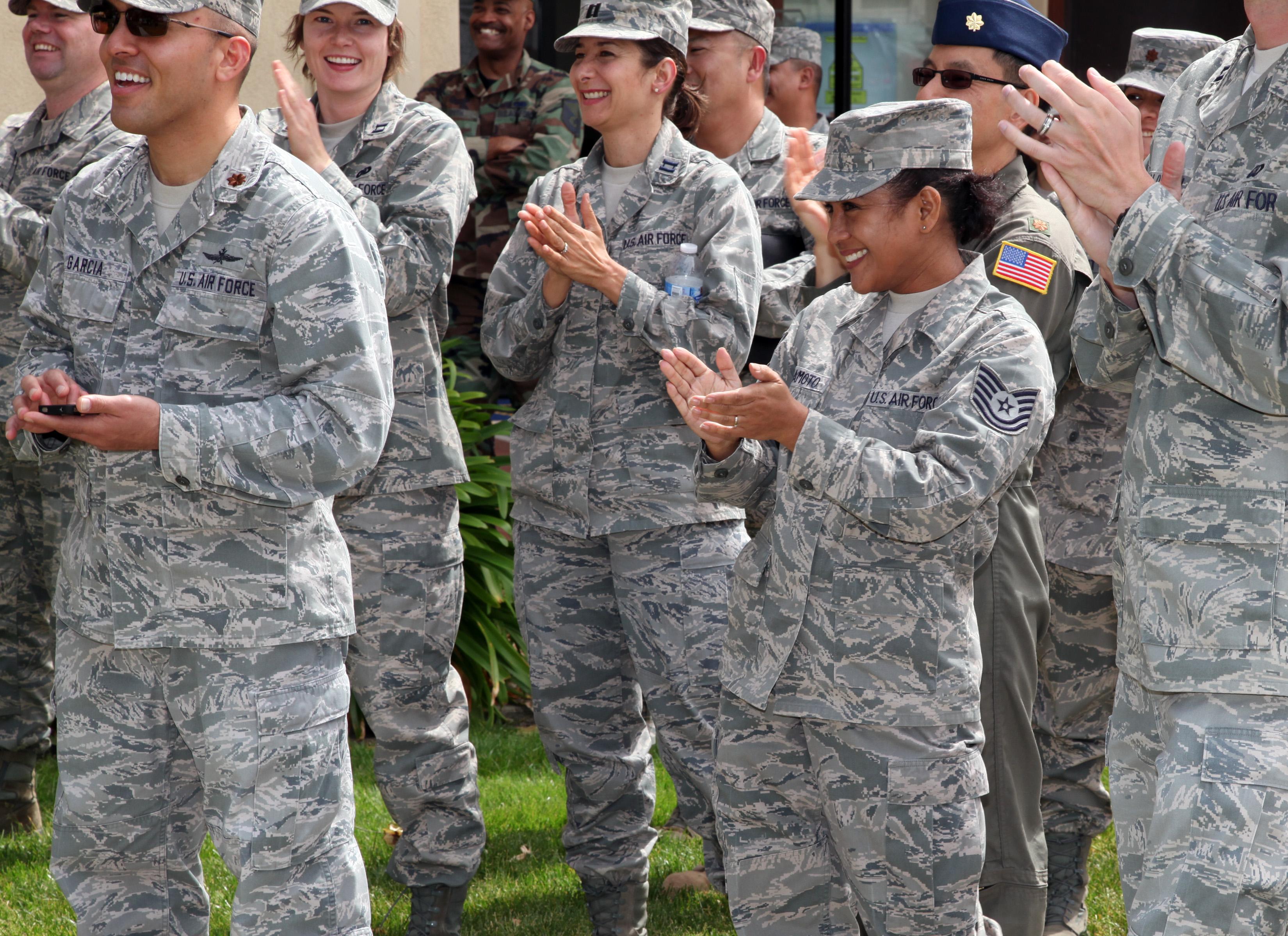 hình ảnh : những người, quân đội, lính, chuyên nghiệp, Vỗ tay, vui mừng, 365, Travisairforcebase, Quân đội, phi công, Travis, Thủy quân lục chiến, cán bộ, ...