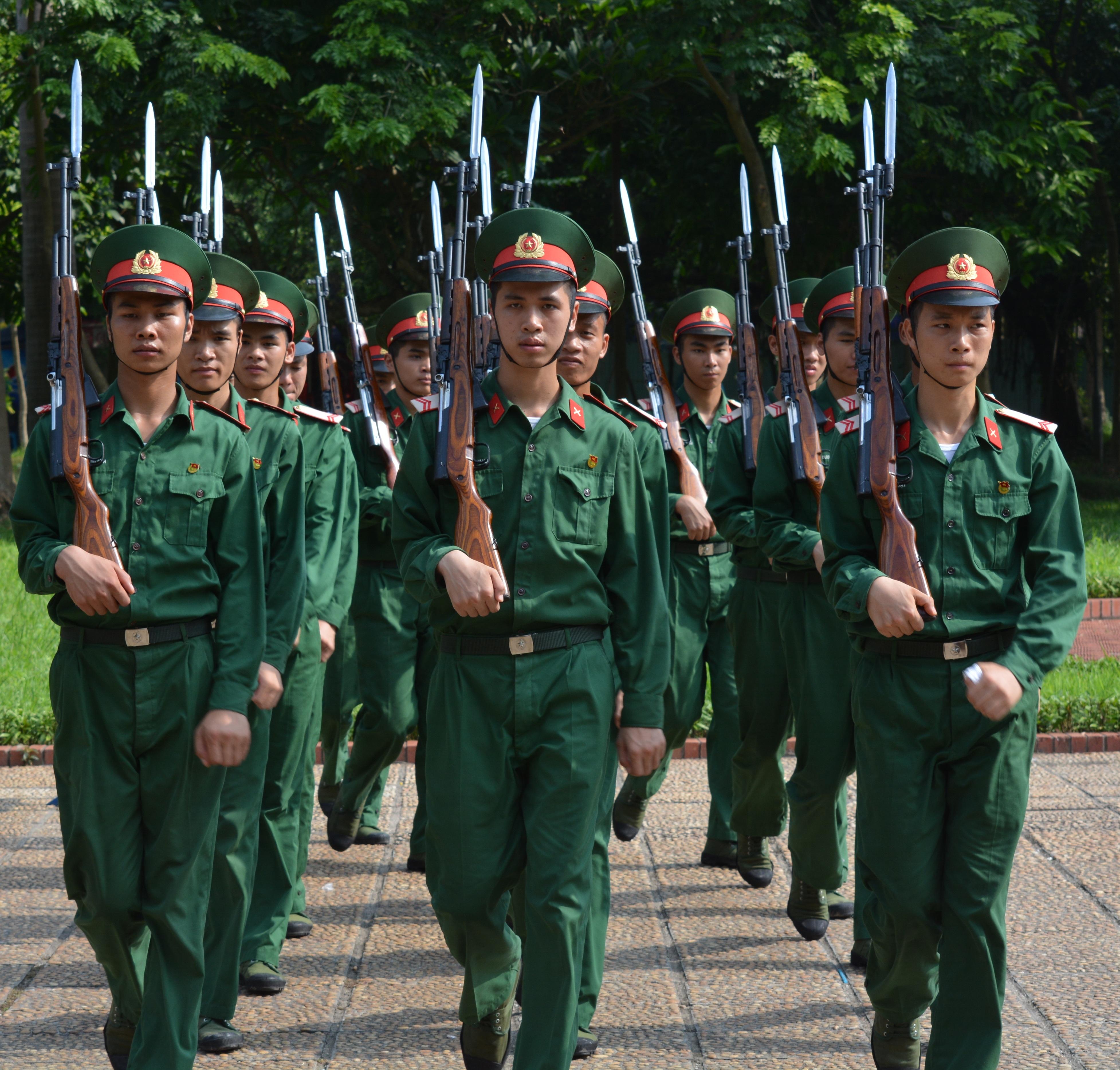 hình ảnh : những người, quân đội, chuyên nghiệp, quyền lực, Súng trường, Binh lính, Việt Nam, Diễu hành, Quân đội, cán bộ, Bộ binh, Bảo vệ danh dự, Dân quân ...