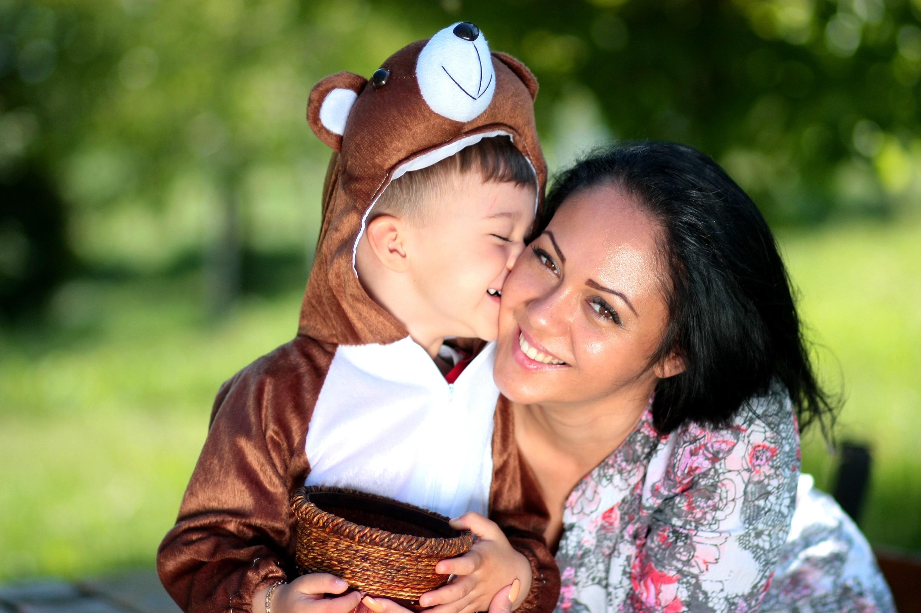 Красивый поцелуй мамы с сыном фото 203-520