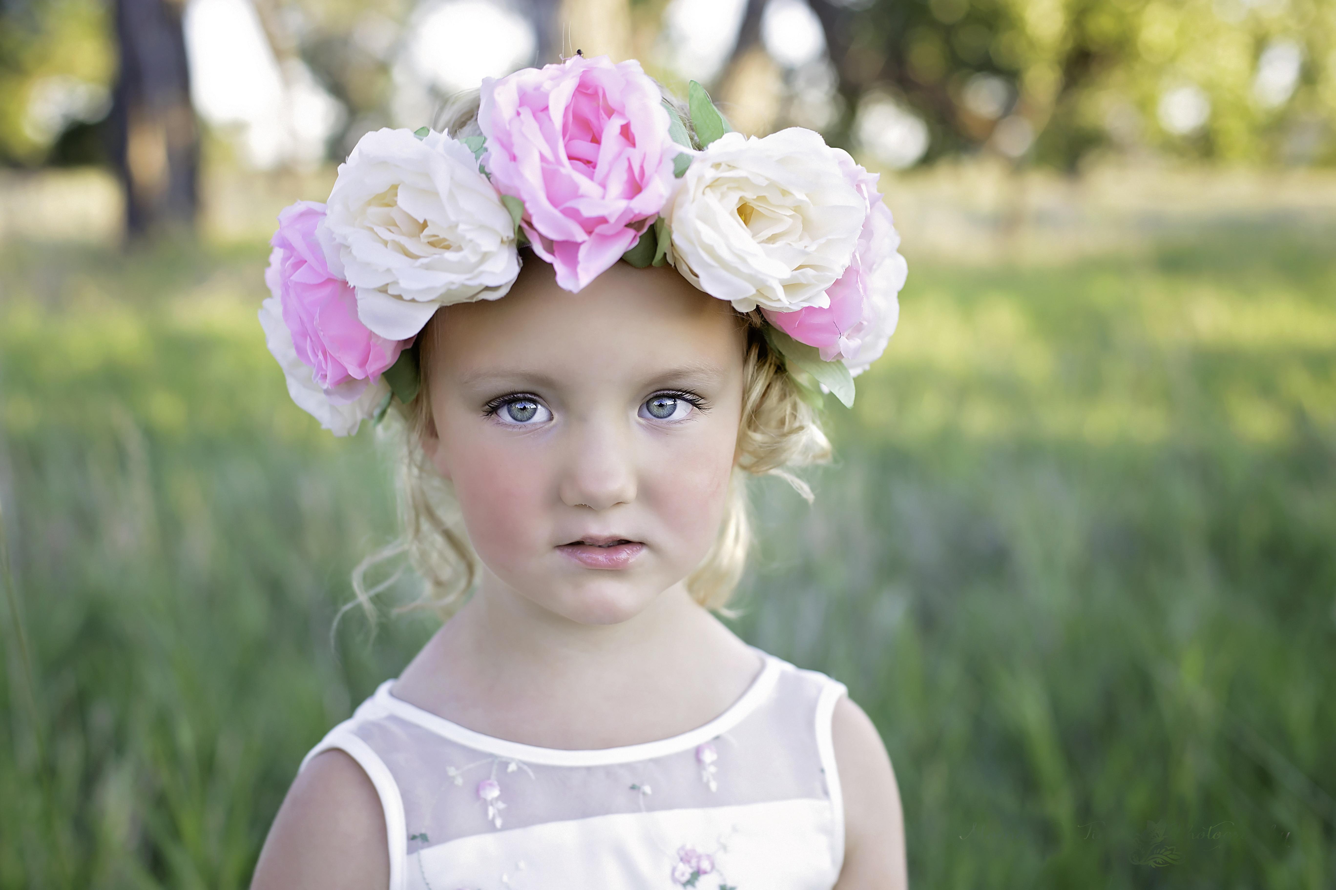 4fa6d3451 persona planta niña mujer fotografía flor linda verano retrato primavera  niño ropa rosado novia venda vestir