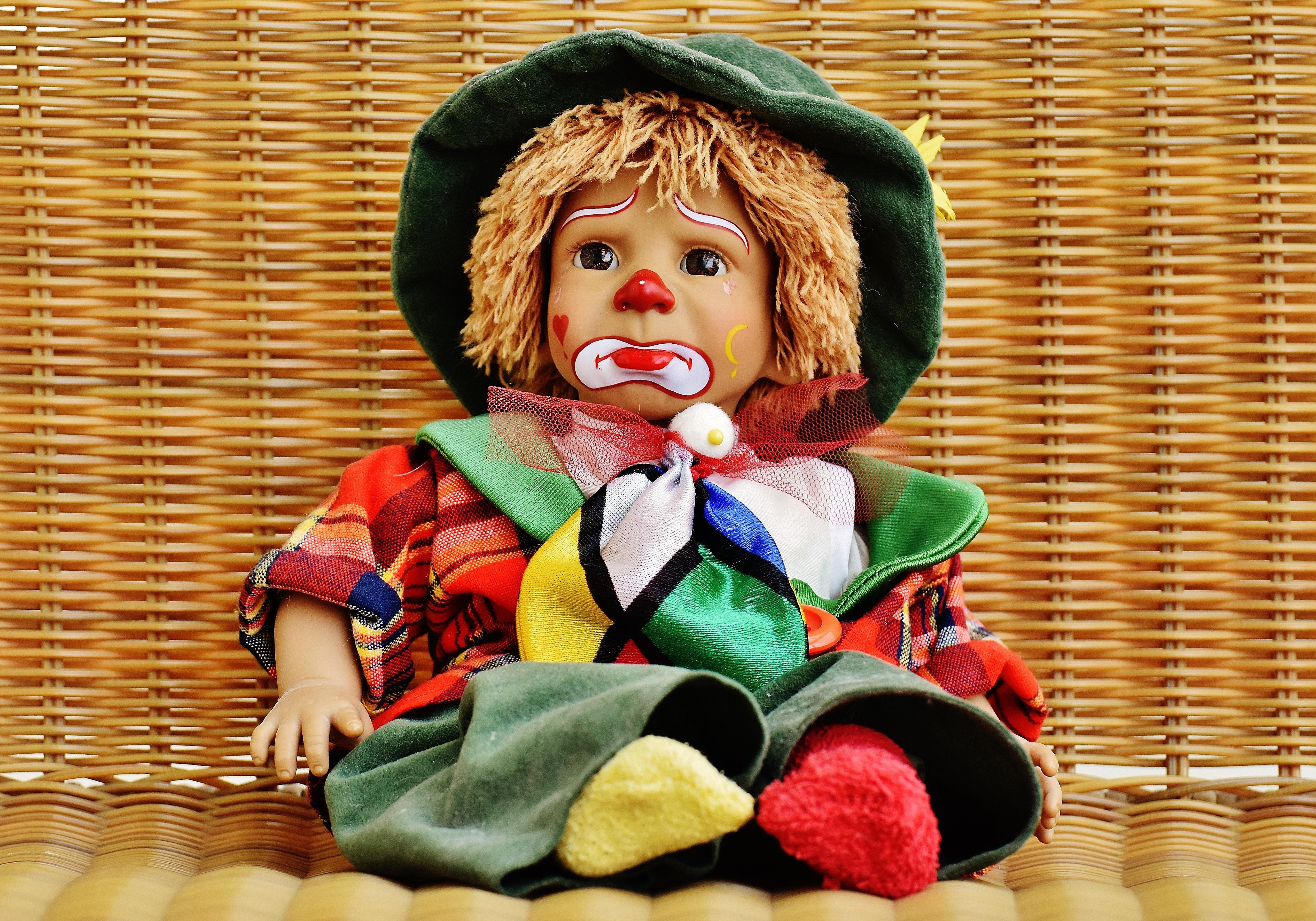 Картинка для детей грустная кукла