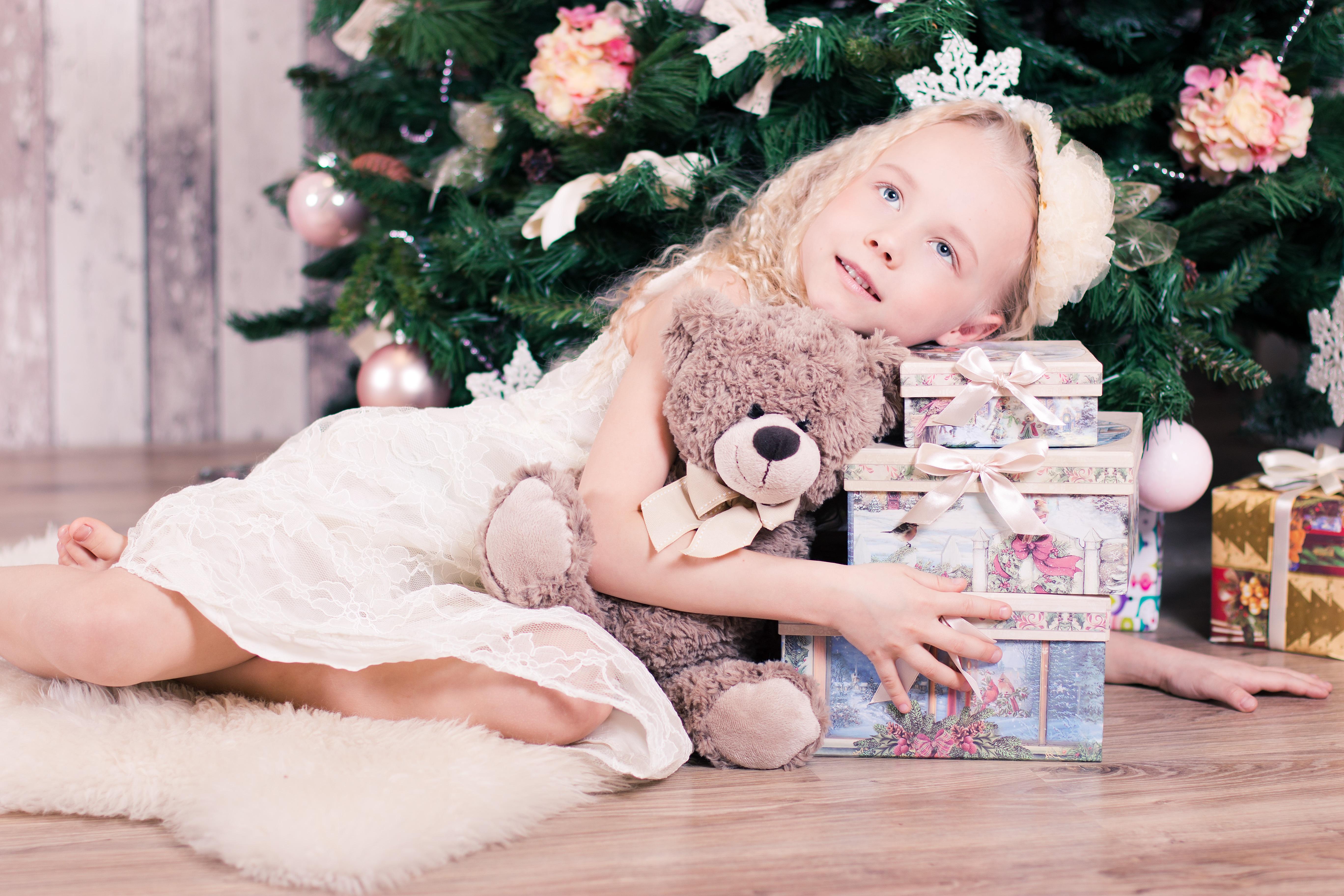 e1d536f7f54de Images Gratuites : la personne, hiver, fille, fleur, ours, cadeau, Jeune,  printemps, vacances, enfant, rose, la mariée, jouet, blond, bébé, arbre de  Noël, ...