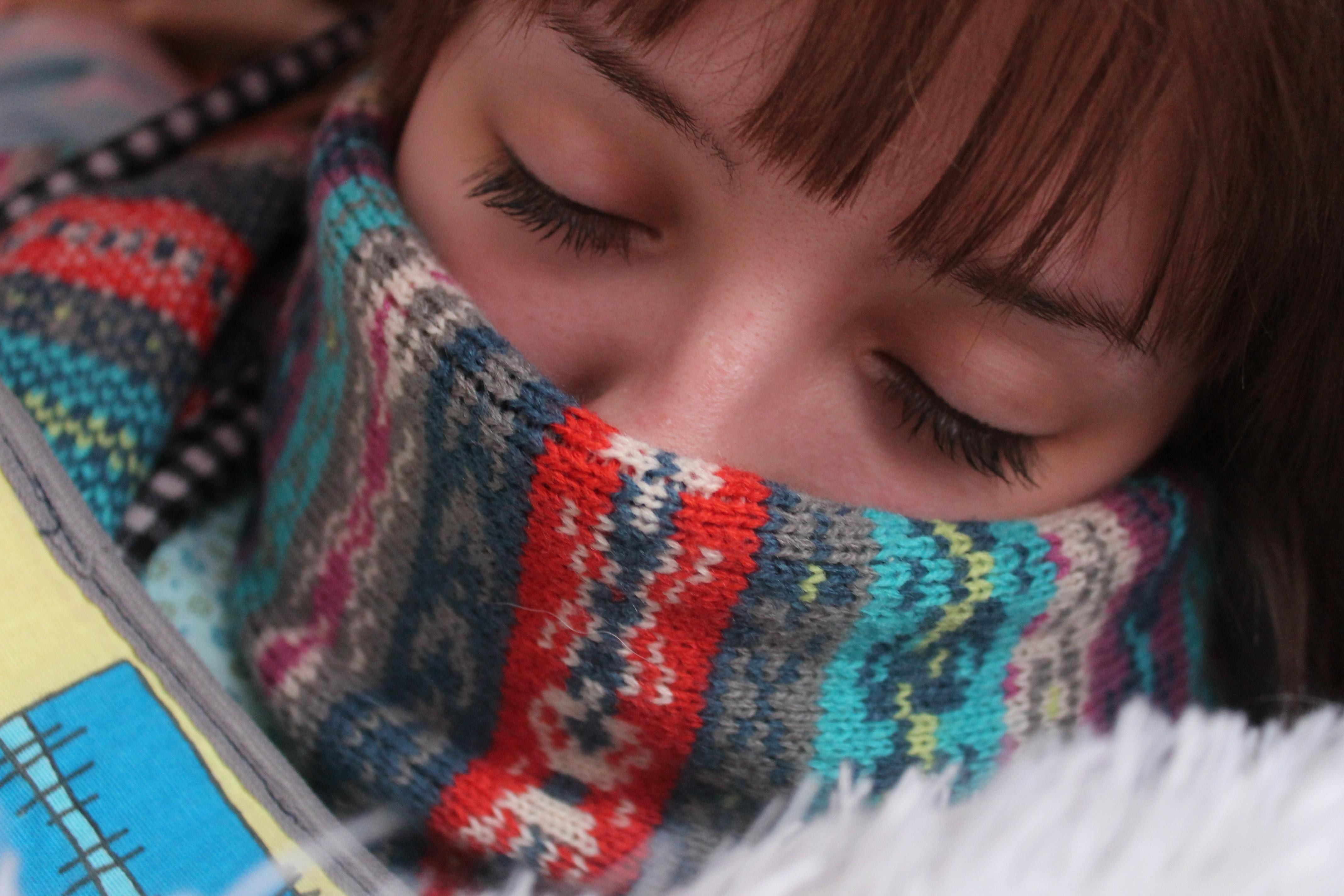 Fotos gratis : persona, invierno, gente, niña, calentar, patrón ...