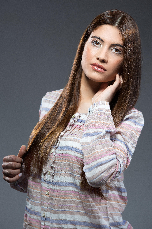 fotos gratis persona mujer cabello fotografa cantante modelo color moda ropa peinado pelo largo corte pelo azul cara modelos truco