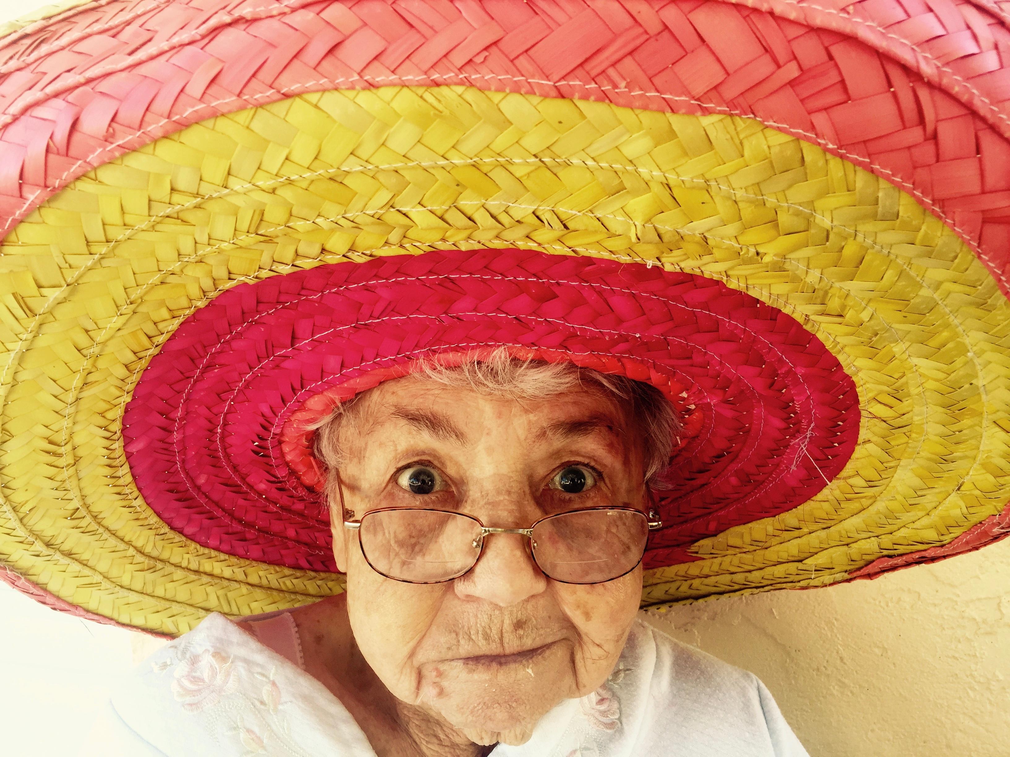 b7ae8e1b person kvinne gammel portrett hatt klær hodeplagg frisyre Kunst lokk  sombrero drakt eldre aldrende motetilbehør