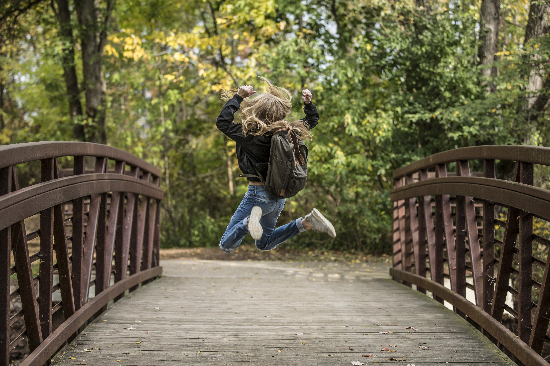 статье, картинки на мосту человека поднять людей великие