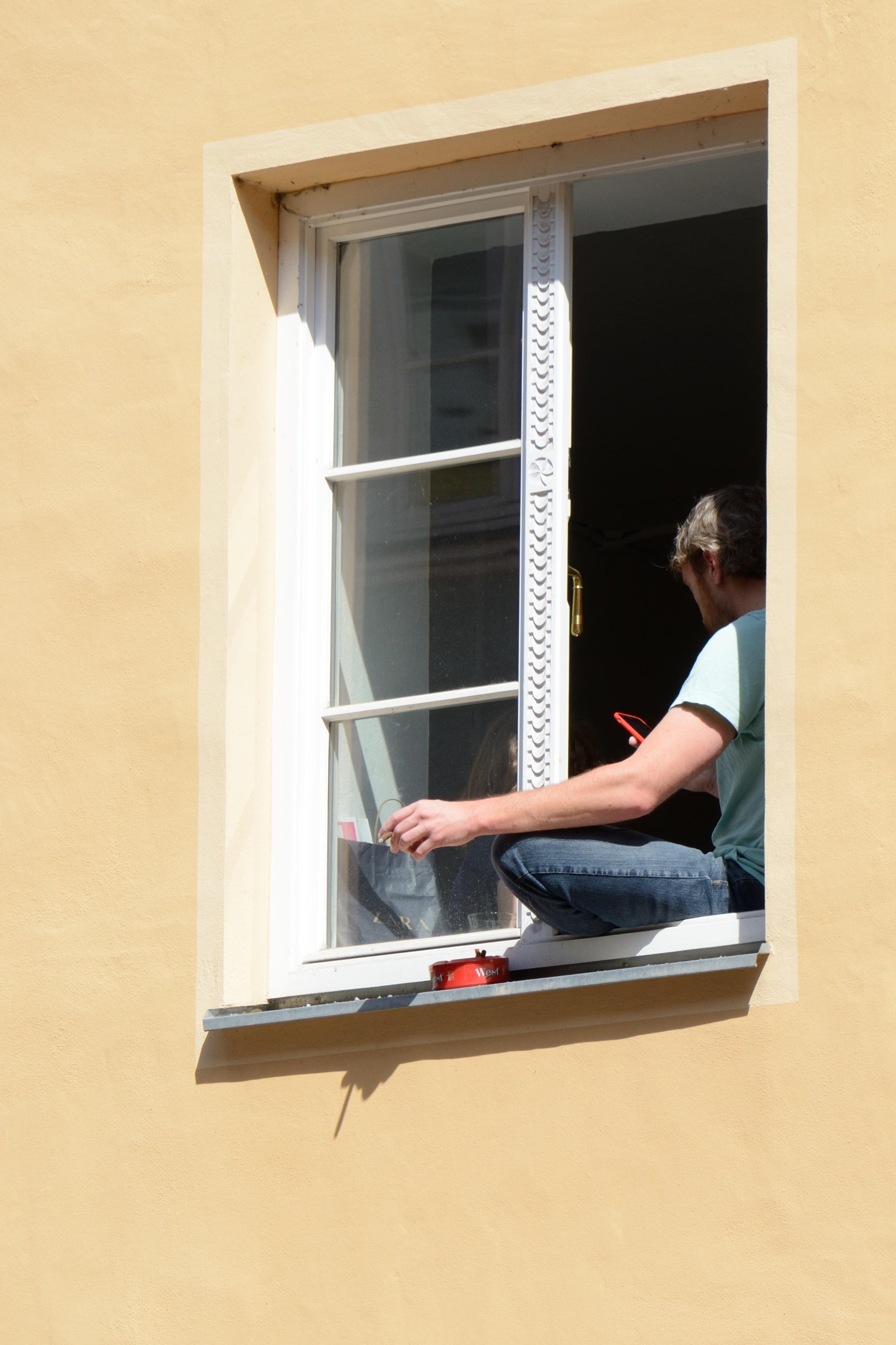 Fotos gratis : persona, madera, edificio, ciudad, casa, pared, de ...