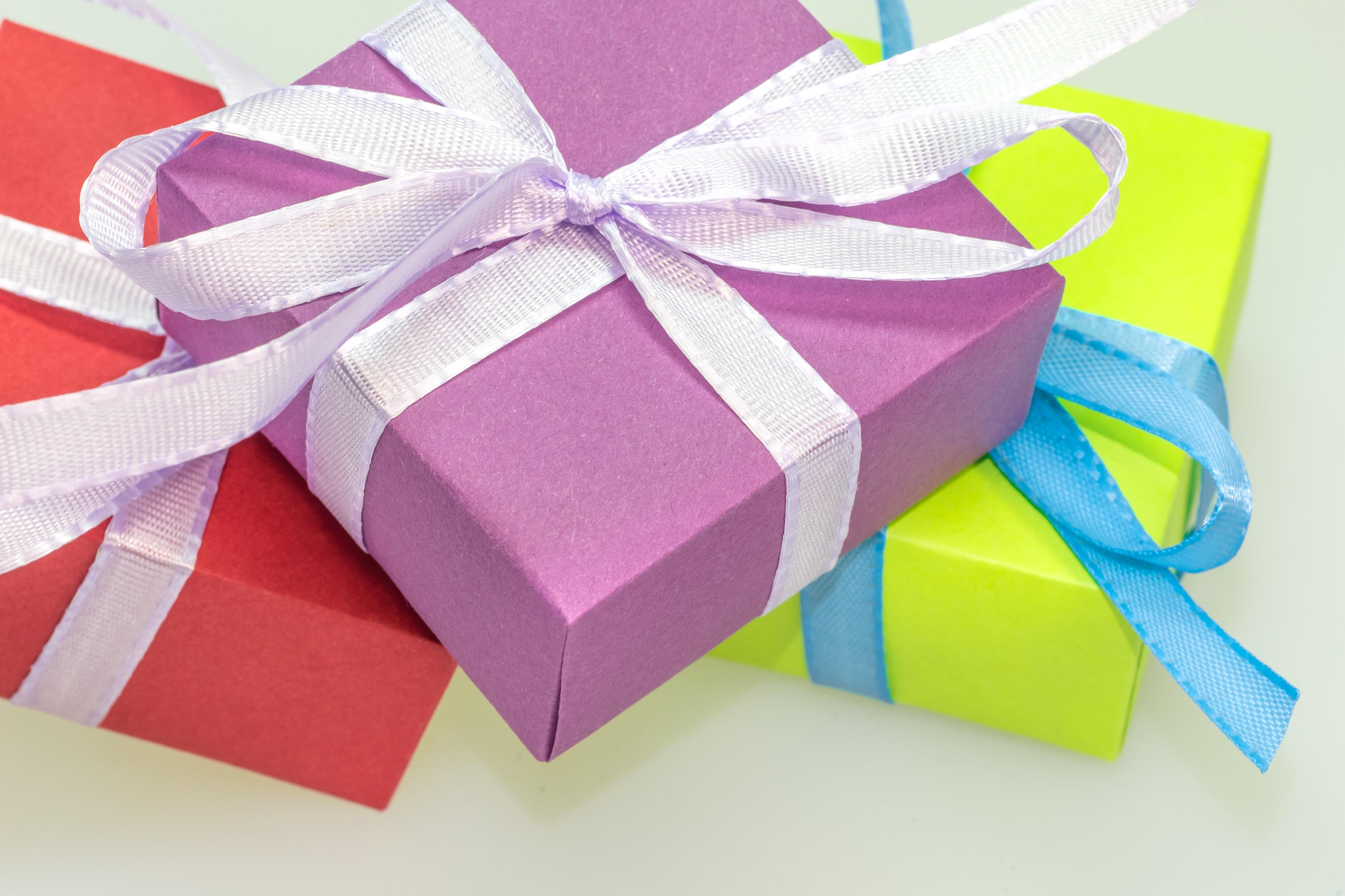 Decoration De Paquets Cadeaux images gratuites : pétale, couleur, coloré, rose, avènement