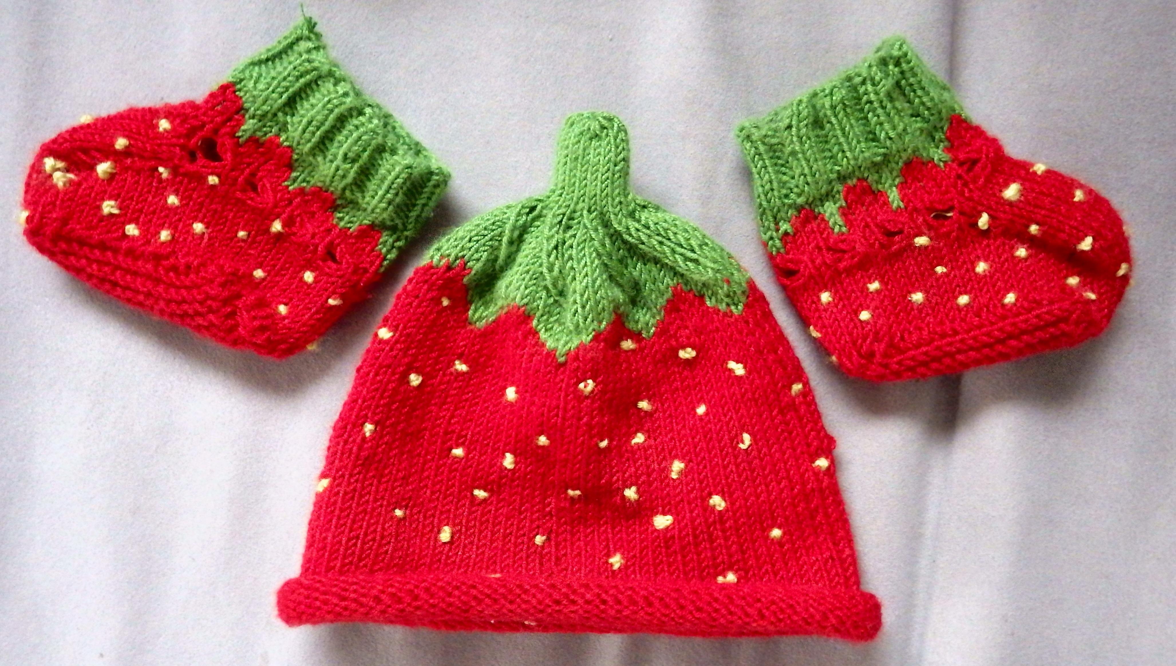Fotos gratis : pétalo, patrón, rojo, ropa, bebé, Decoración navideña ...
