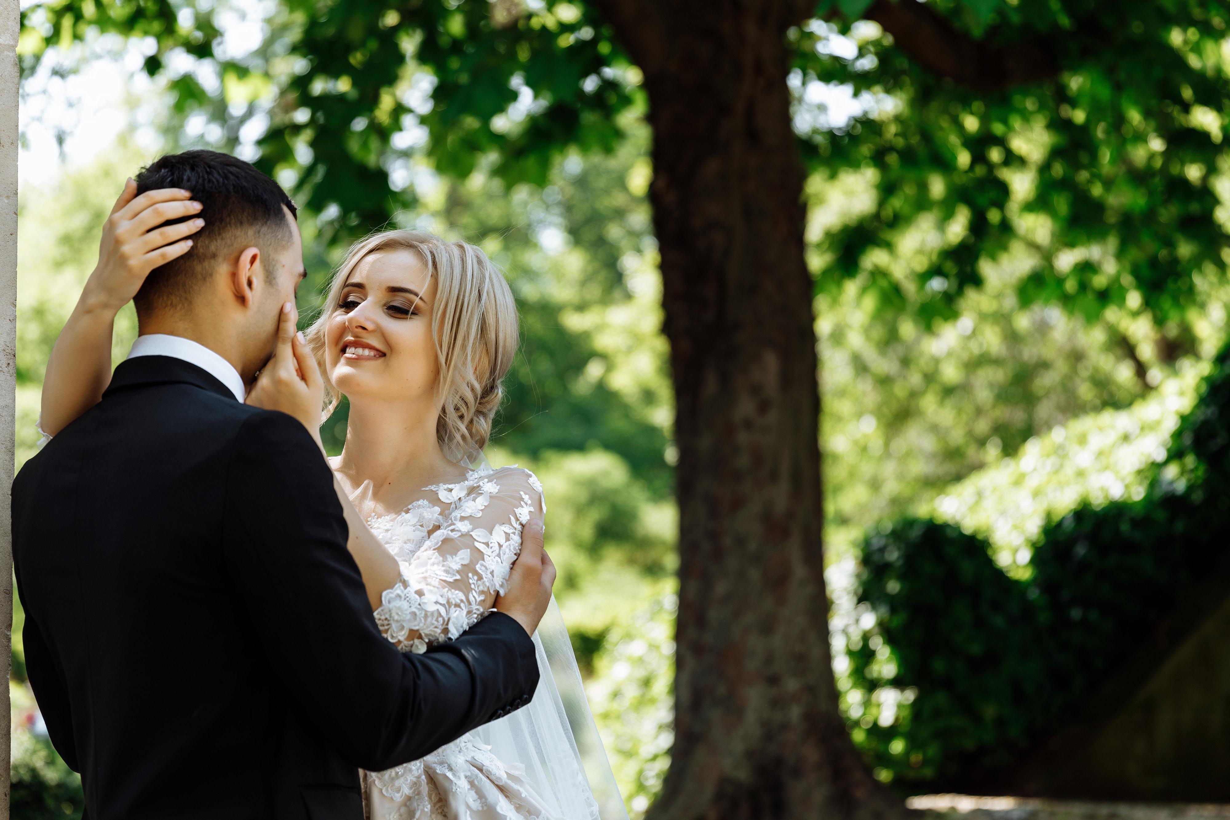 c85b59db73bc fotografie žena nevesta svadobné obrad ženích strom fotografovanie udalosť  zábava úsmev dievča svadobné oblečenie šťastie rastlina