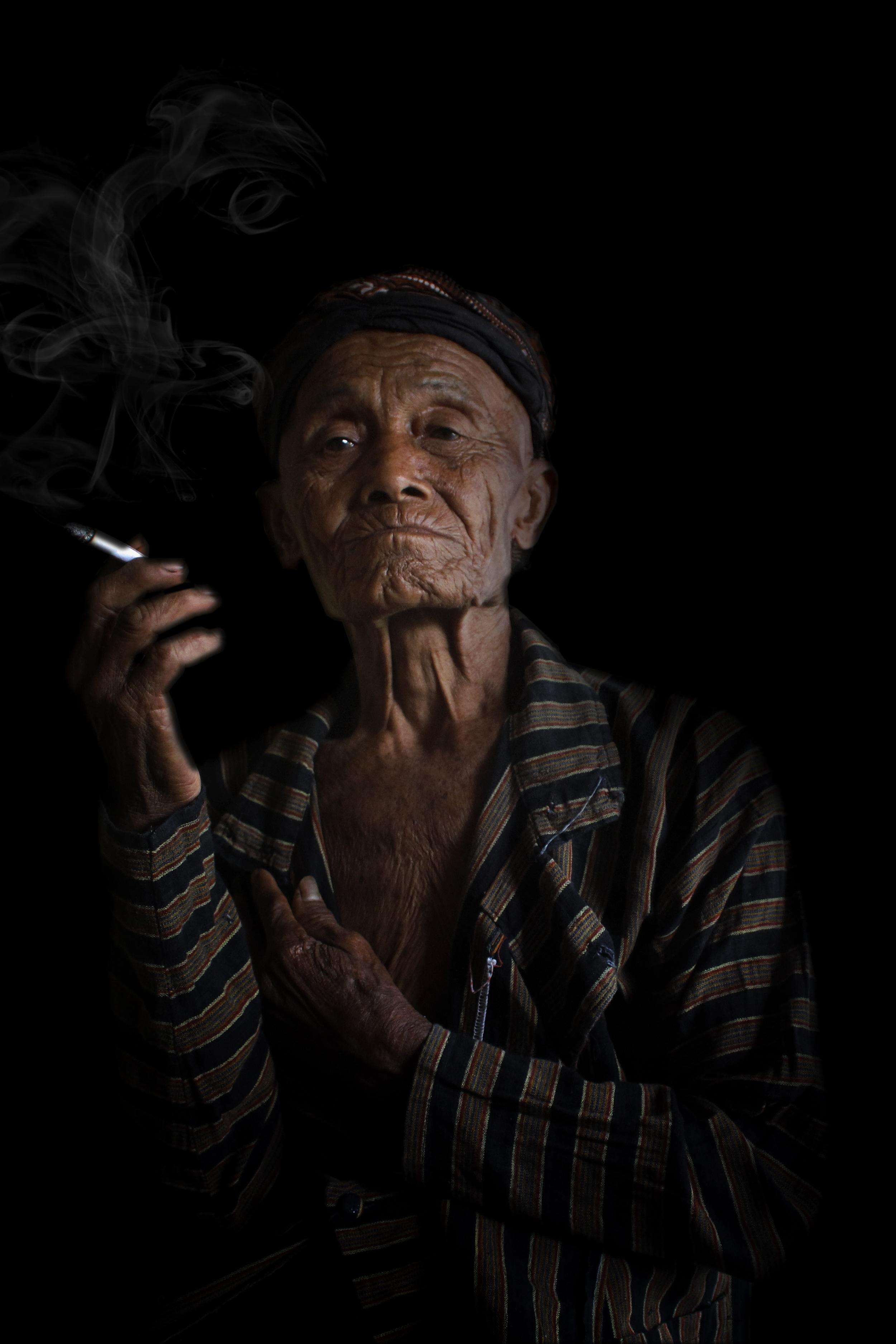 photography smoke portrait shadow darkness old man face art batik parents screenshot special effects 757282
