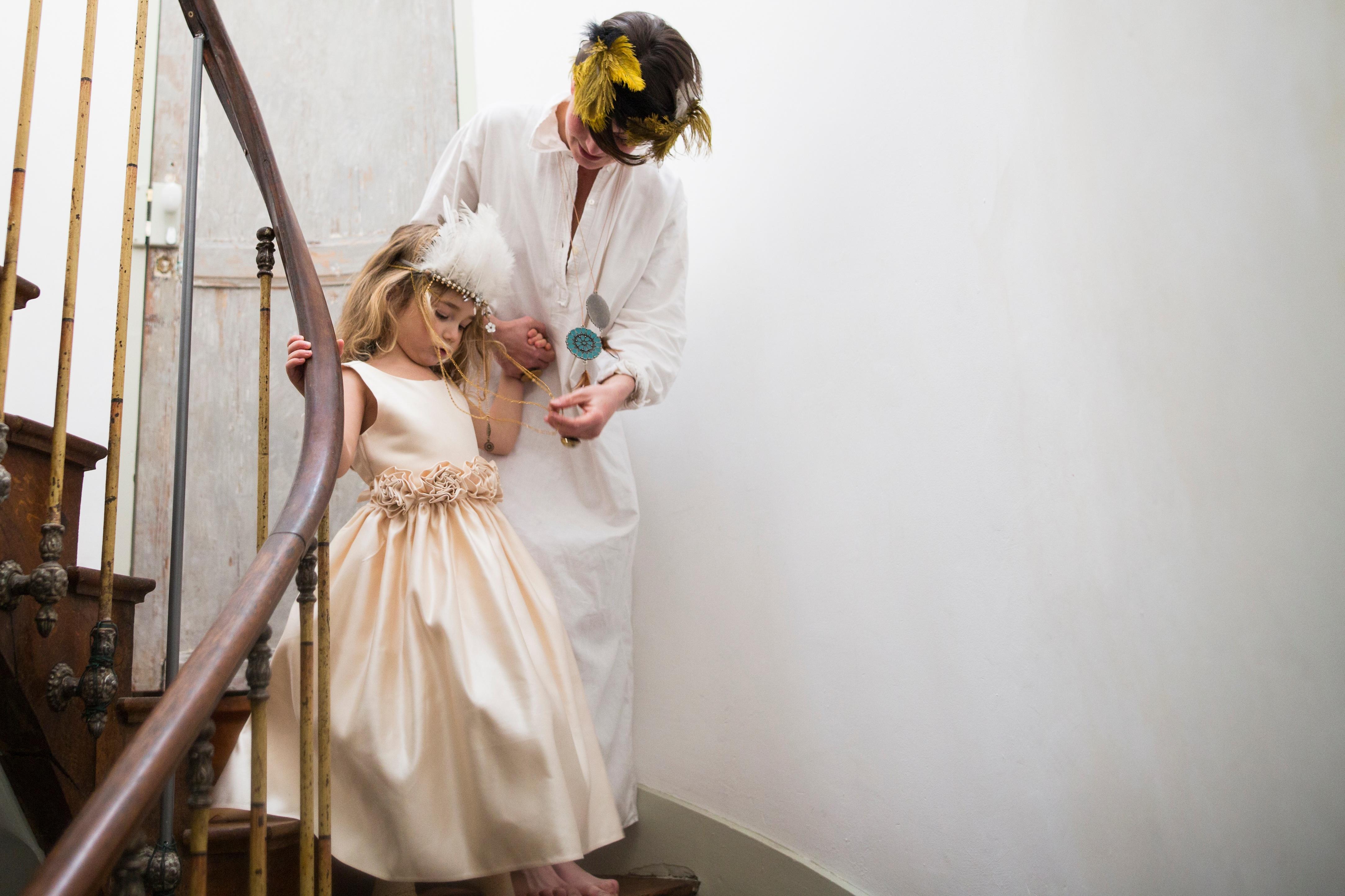 5c231bc3c fotografía primavera niño Moda ropa novia pluma ceremonia vestir madre  fotografía disfraz vestido hija Sesión de