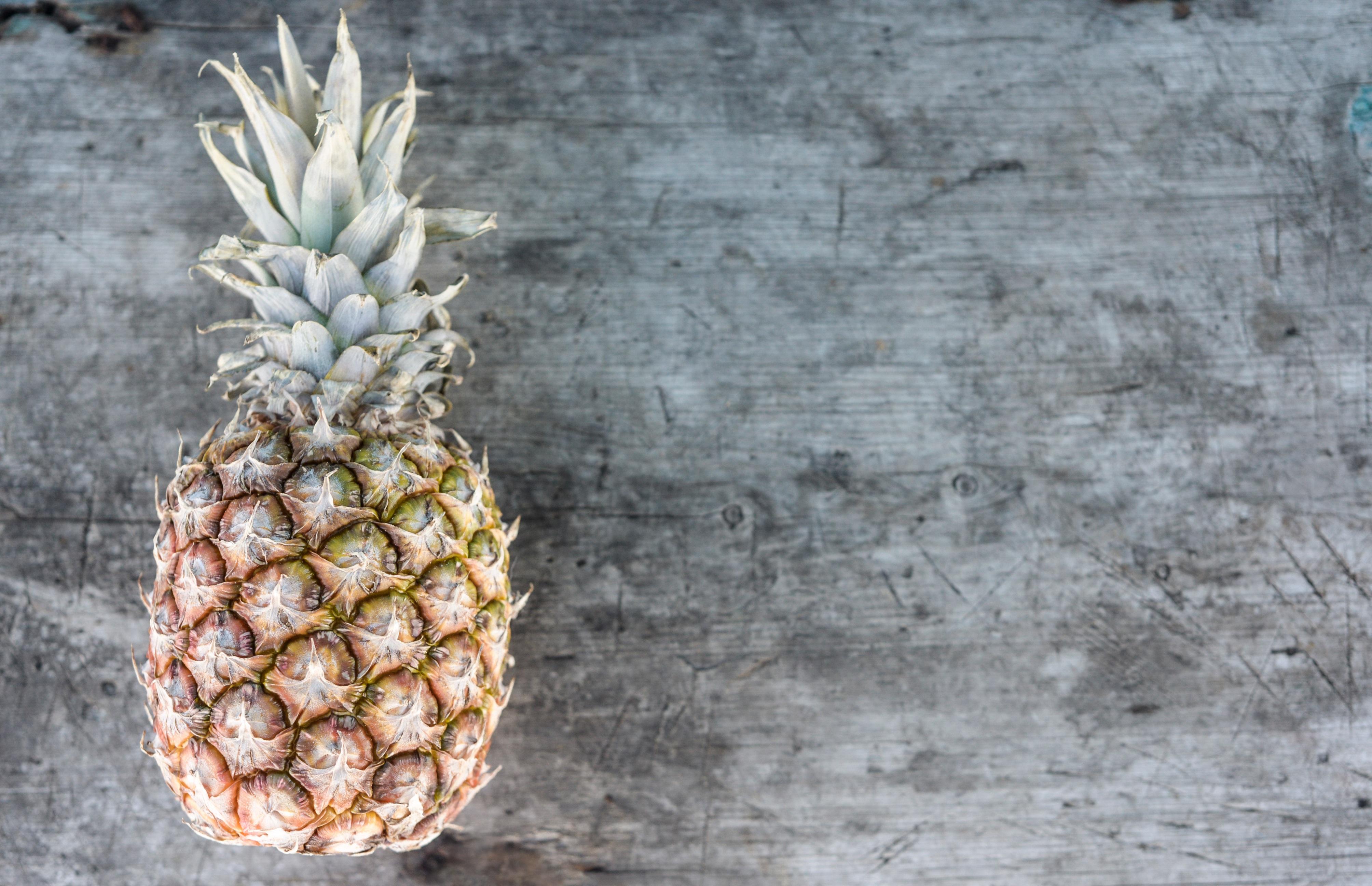 images gratuites ananas fruit cru aliments tropical frais naturel biologique brut en. Black Bedroom Furniture Sets. Home Design Ideas