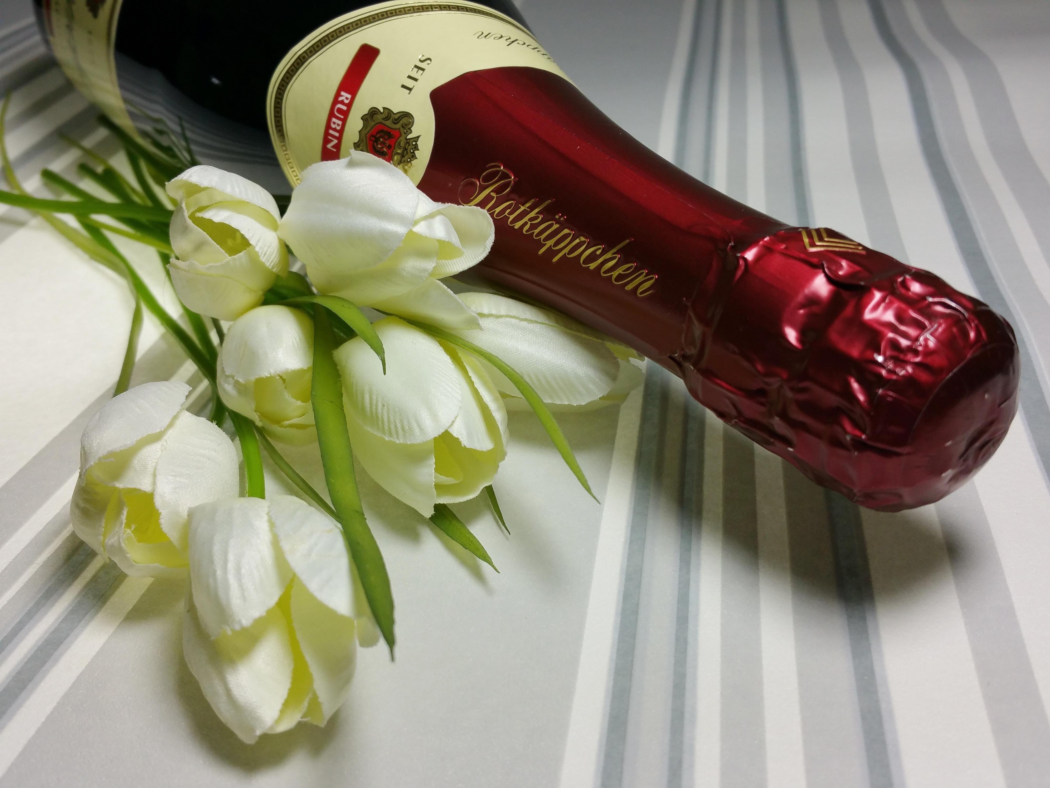 картинки бутылки шампанского с цветами всеобщему