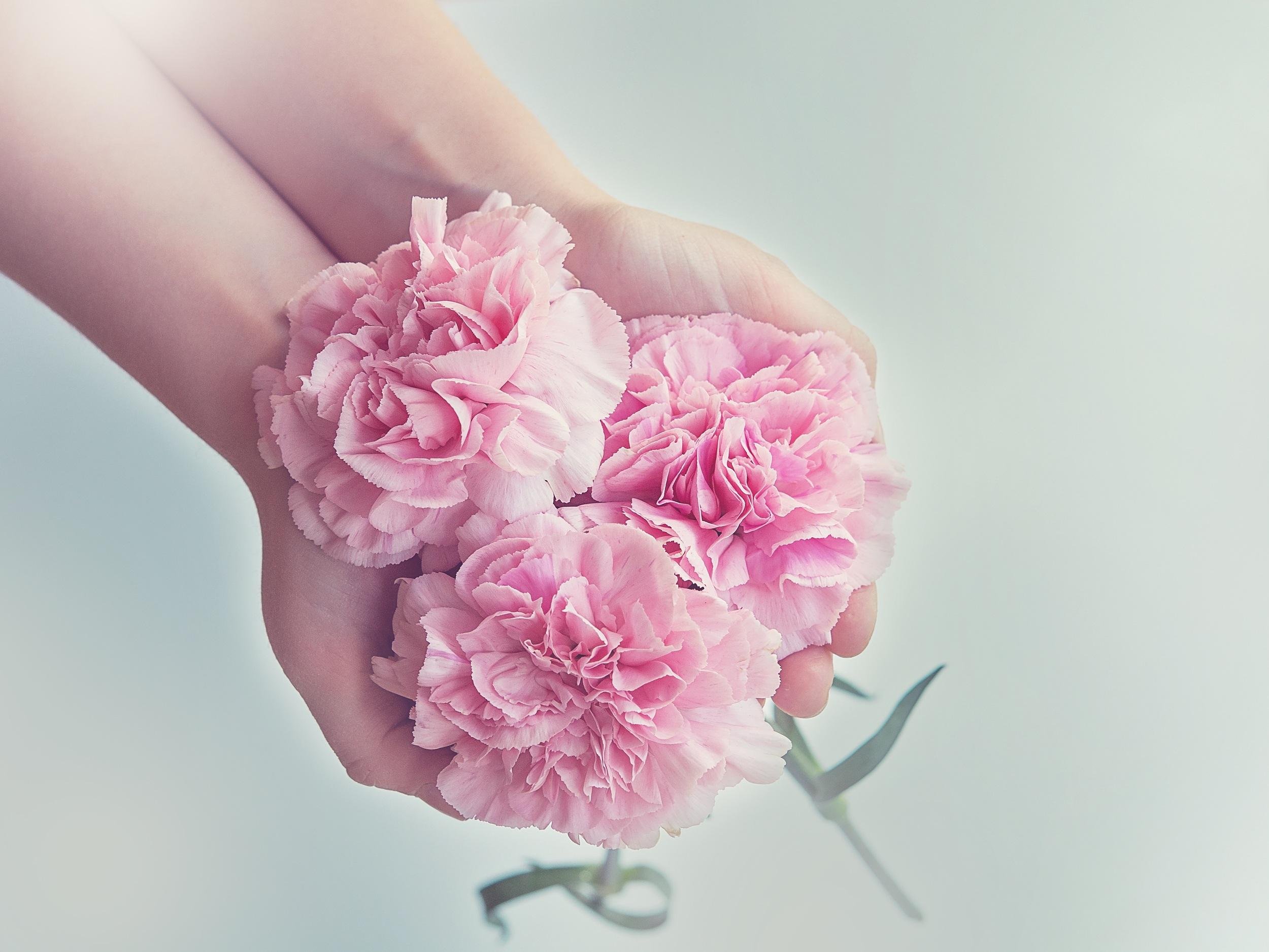 Открытки букет цветов в руке, написать открытку английском