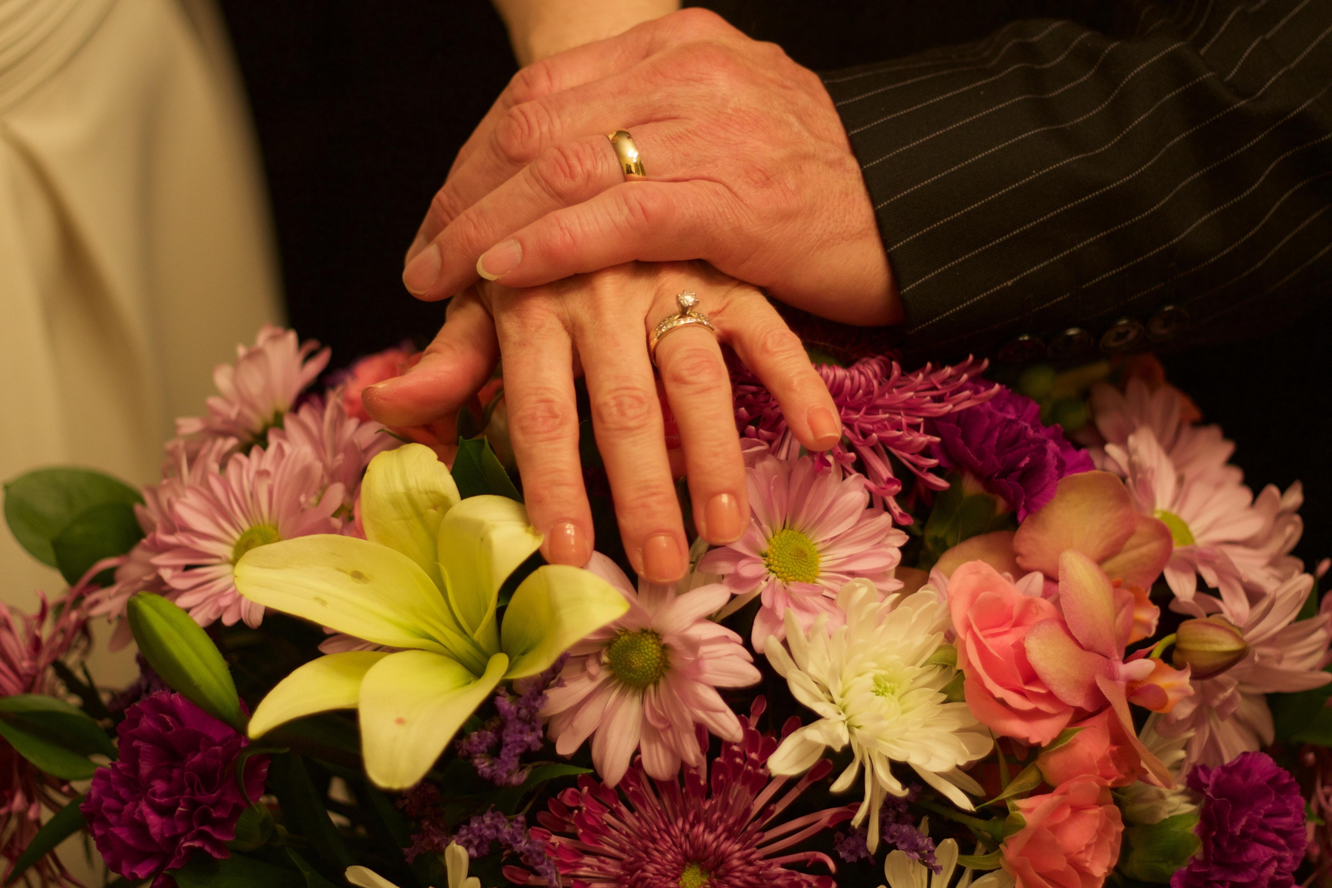 чернобог символизирует фото букета цветов с кольцом тут все