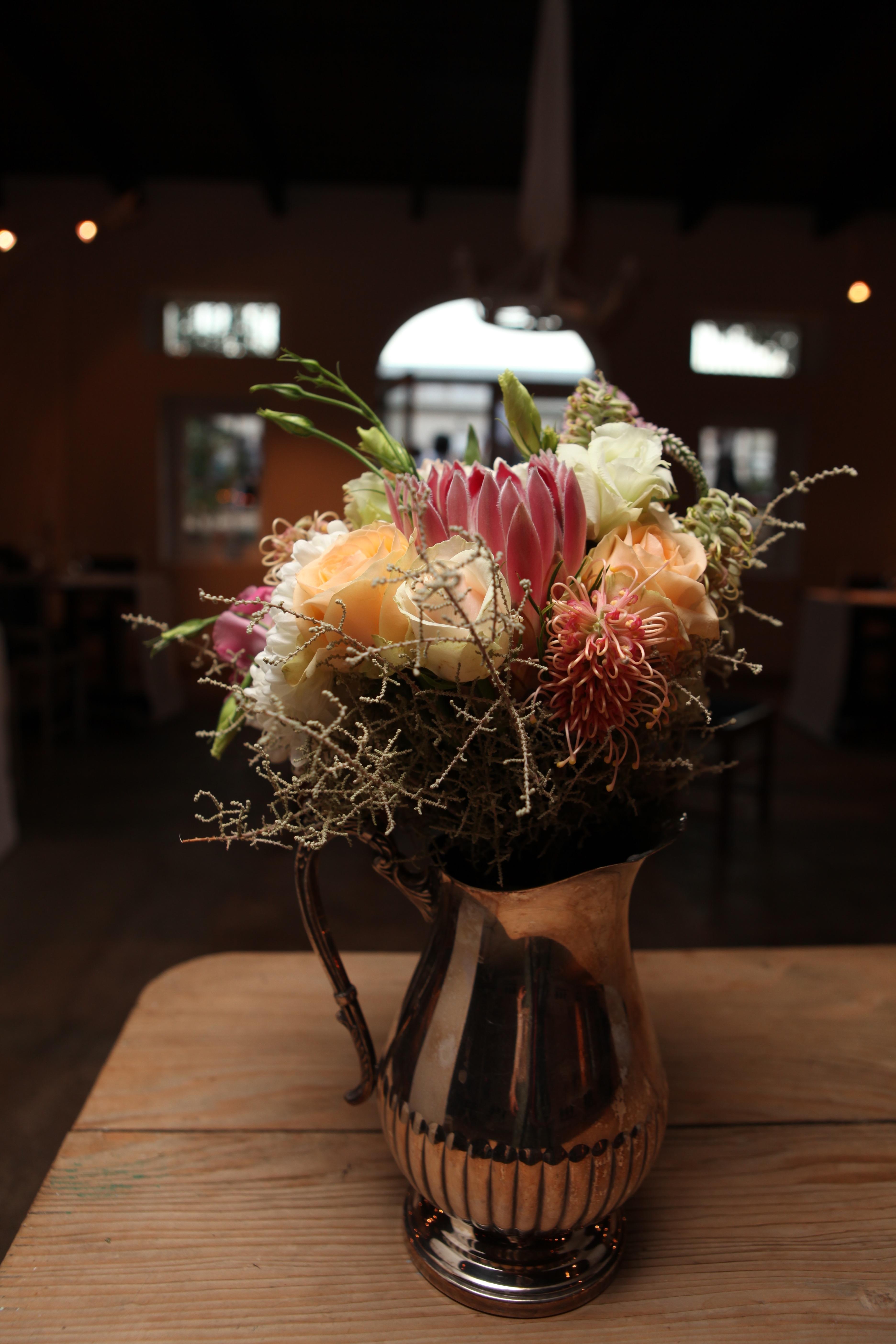 Gambar menanam musim semi kuning berwarna merah muda #4: plant flower spring red yellow pink lighting art floristry flower bouquet floral design centrepiece flower arranging