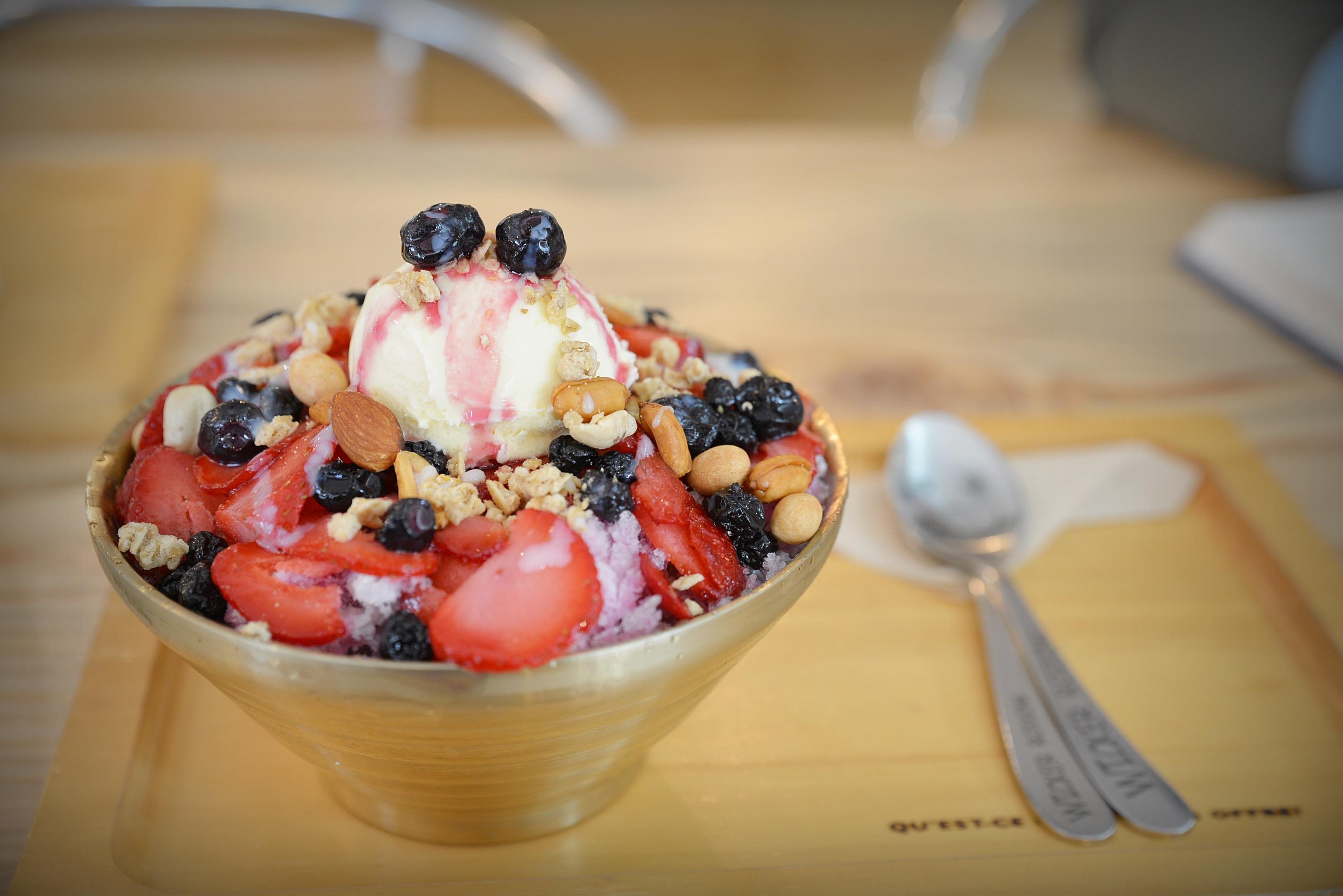 фото мороженое с фруктами на блюде важно адаптироваться вернуться