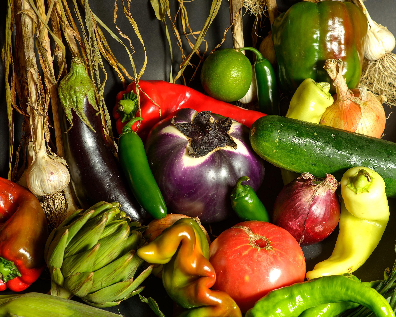Fotos gratis fruta comida ajo produce vegetal for Plantar pimientos y tomates